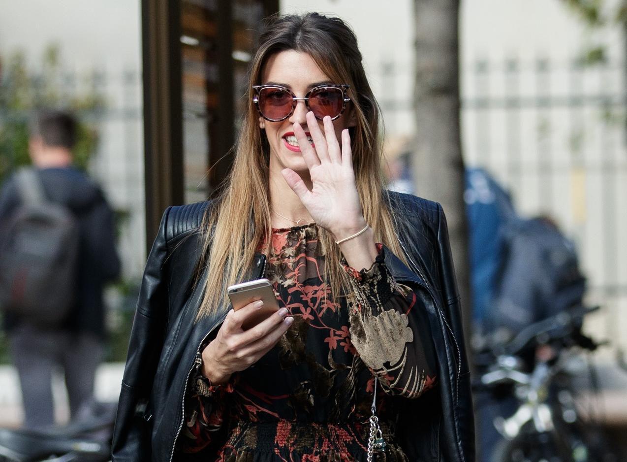 Ona izgleda senzacionalno u jednoj od najtraženijih haljina sezone, a mi znamo gdje je kupiti!