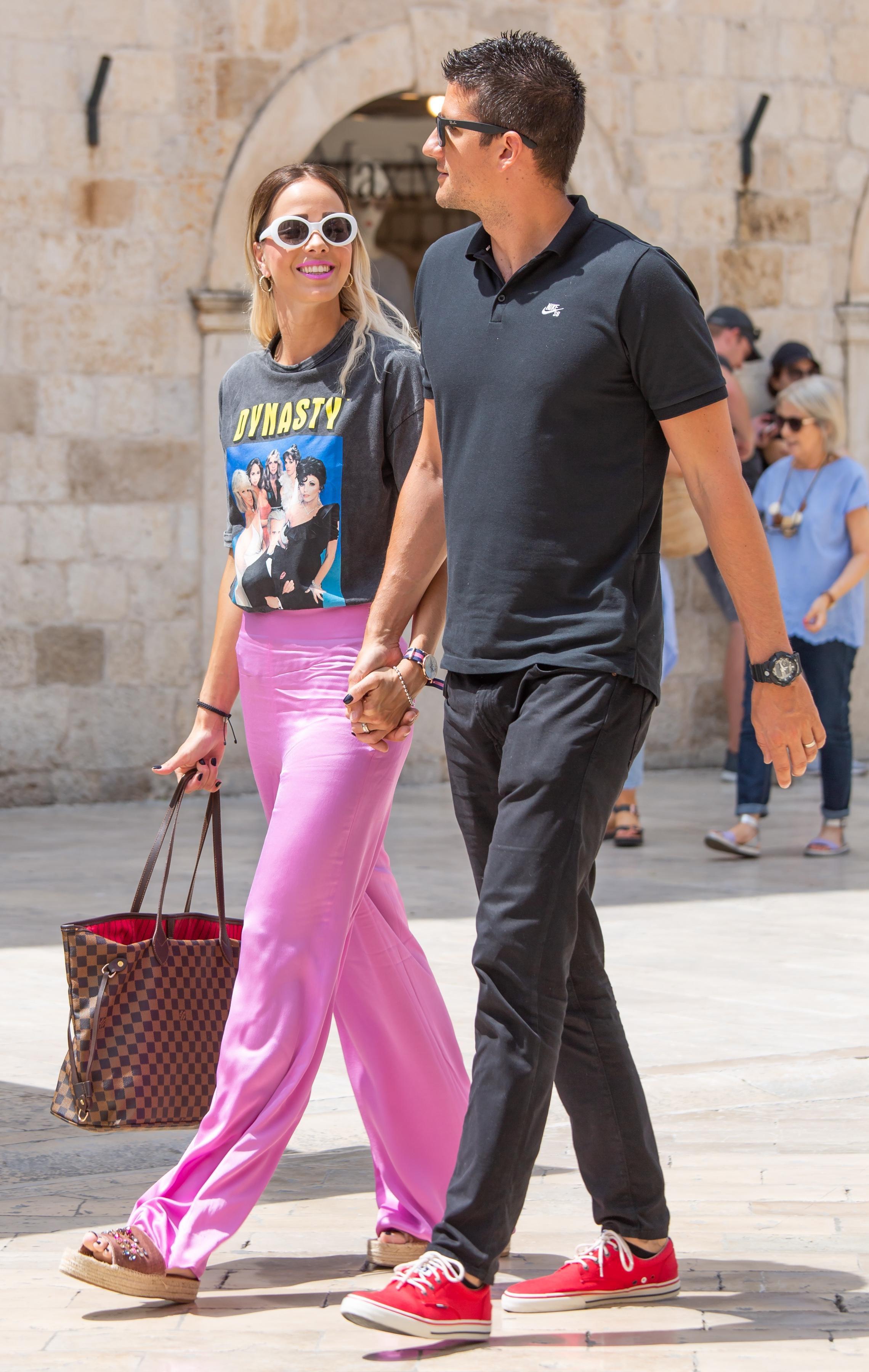 Gotovo je nismo prepoznali: Antonija Mišura Sandrić izgleda divno u stylish kombinaciji koja mami poglede