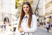 Karirana minica, predimenzionirana košulja i cool čizme: Ova studentica ima formulu za savršen outfit