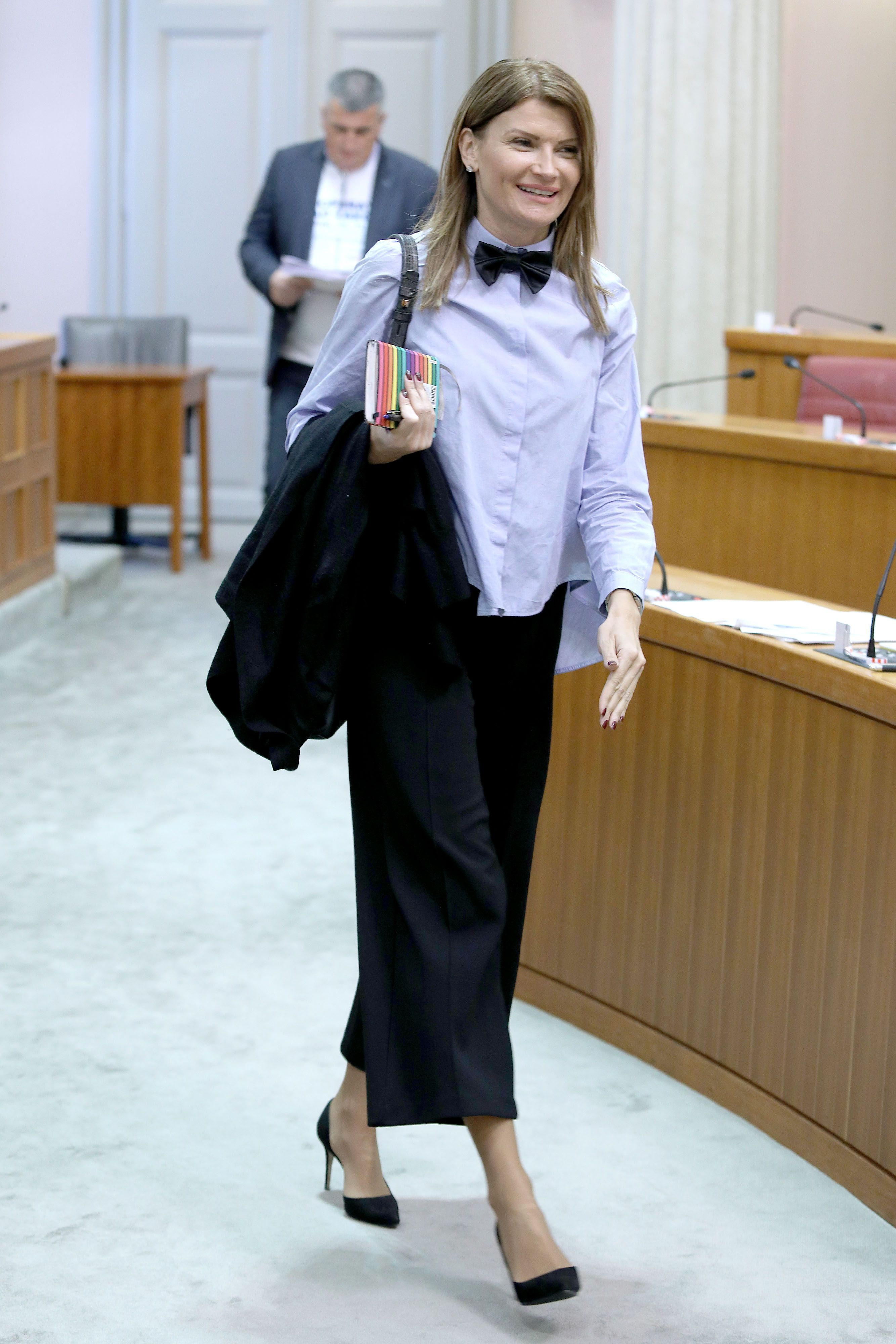 Sabina Glasovac najbolje je odjevena dama u Saboru i sve zastupnice od nje mogu učiti, evo i zašto!