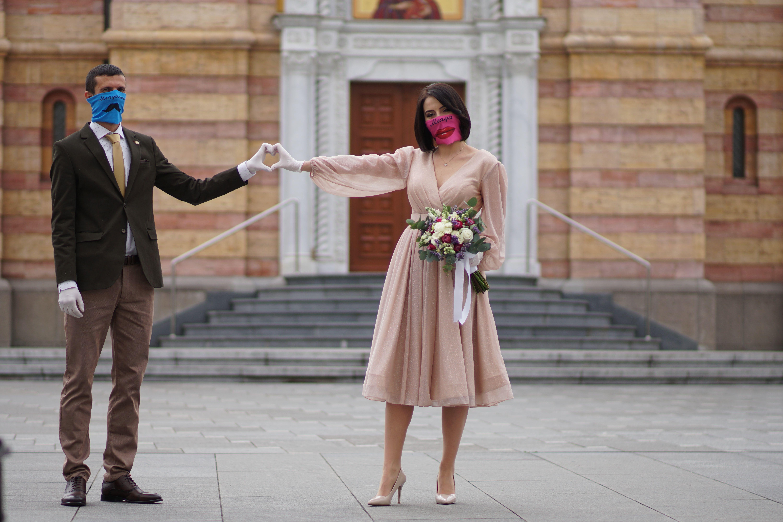 Ljubav u doba korone: Što će biti sa svim zakazanim vjenčanjima i koji se noviteti uvode?
