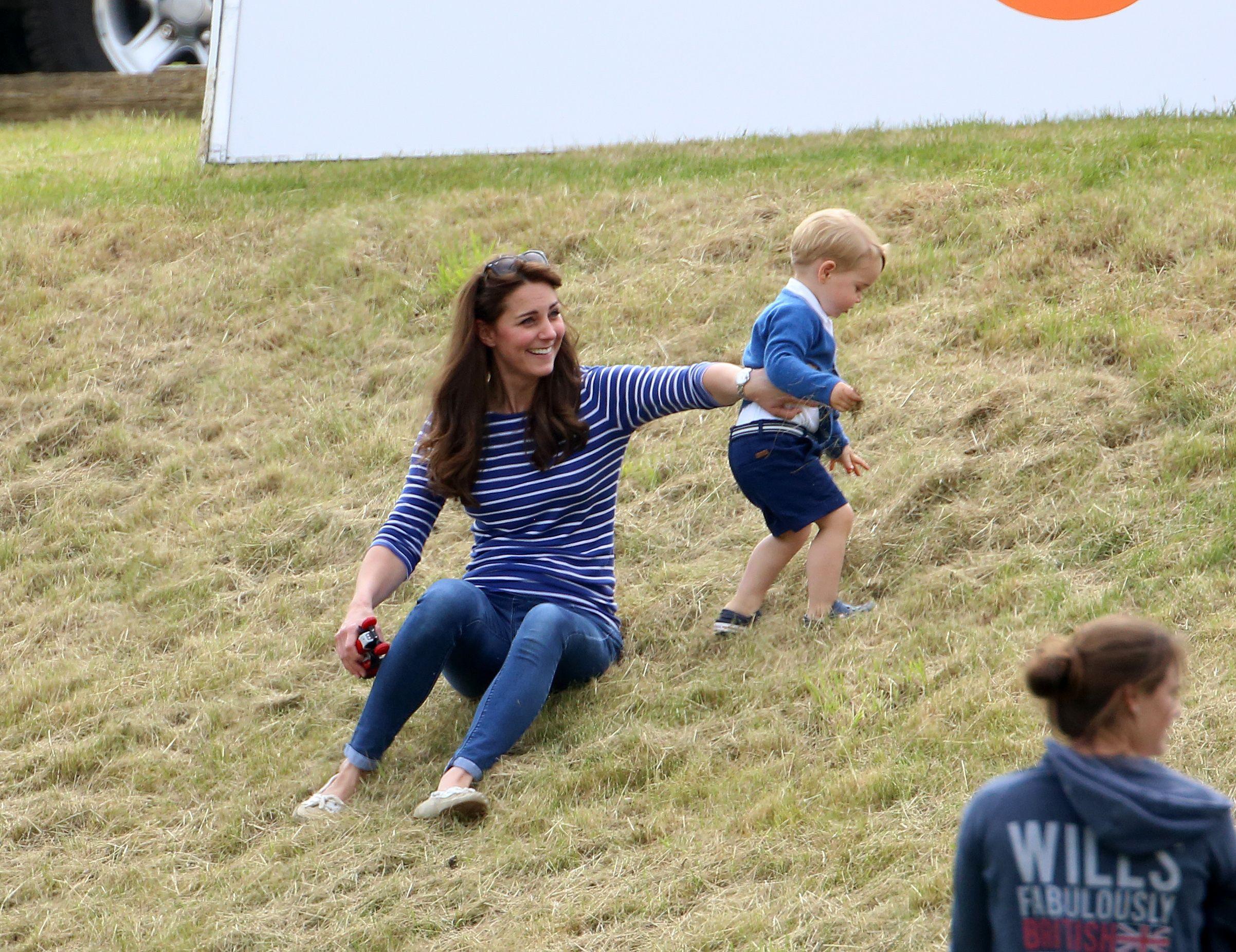 Neobičan odabir? Ovo su cipele koje Kate Middleton baš uvijek nosi sa sobom na putovanja!