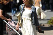 Ova stylish dama nosi jednu od najpopularnijih proljetnih kombinacija