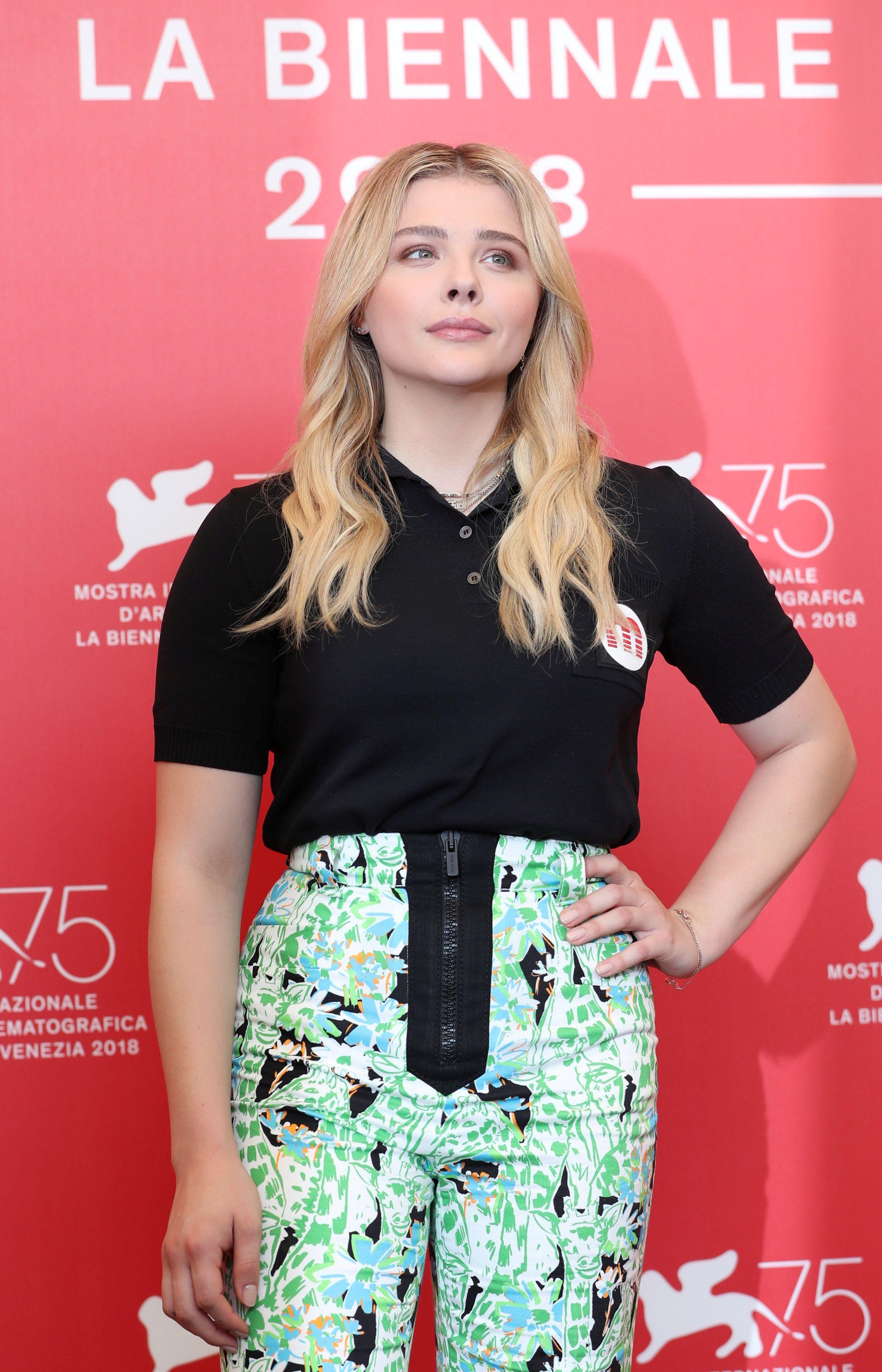 Chloe Moretz: Glumica isfurala hlače u kojima je izgledala kao da na nogama nosi - psića
