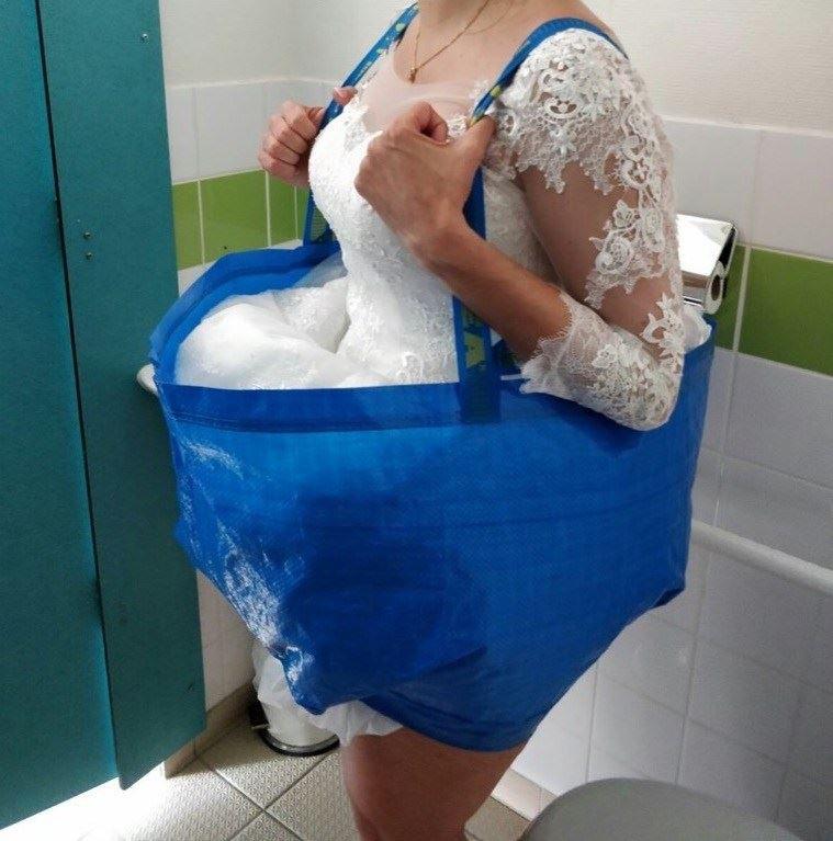 Jeste se ikada pitali kako mladenke obavljaju nuždu u vjenčanici? Ova žena dosjetila se odličnog rješenja!
