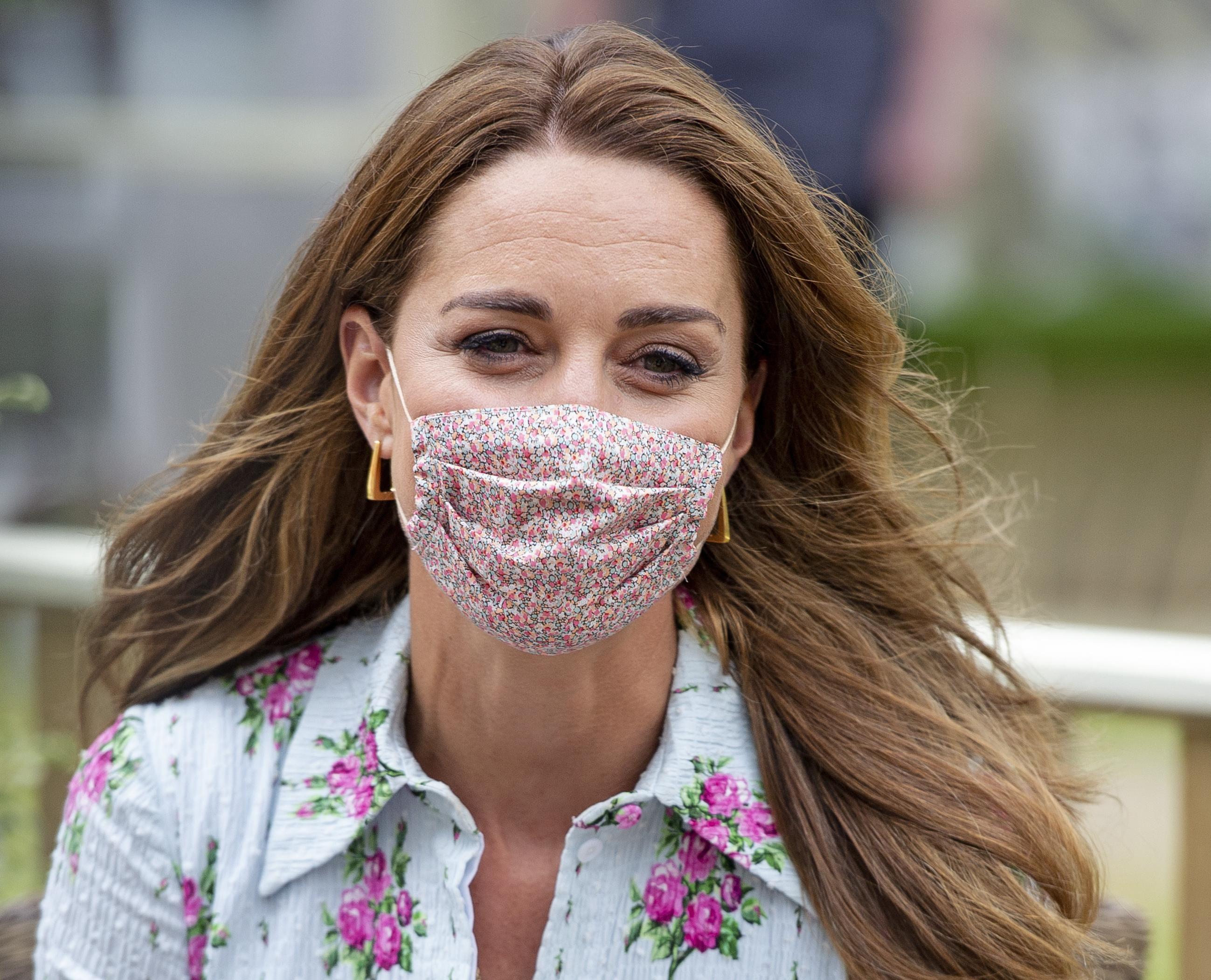 Kate Middleton nosi sandale koje trendseterice obožavaju, a kraljica nije njihov fan