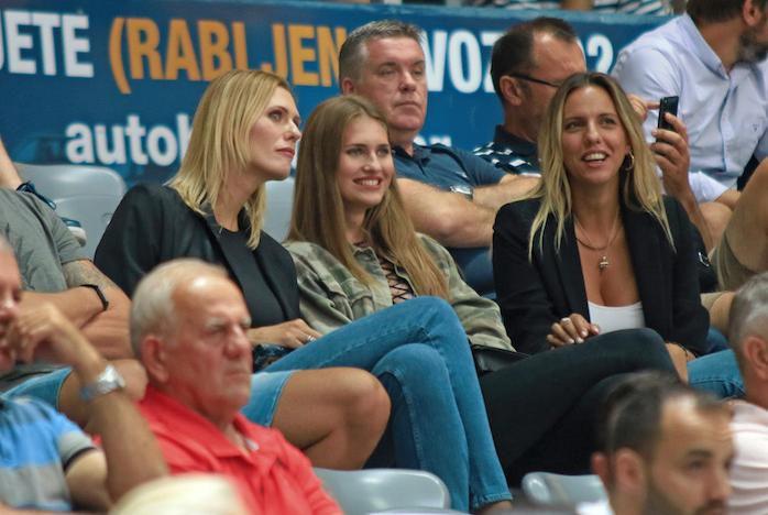 Ne zna se koja je ljepša: Zara Ružić plijenila poglede uz mamu Barbaru i tetu Vesnu