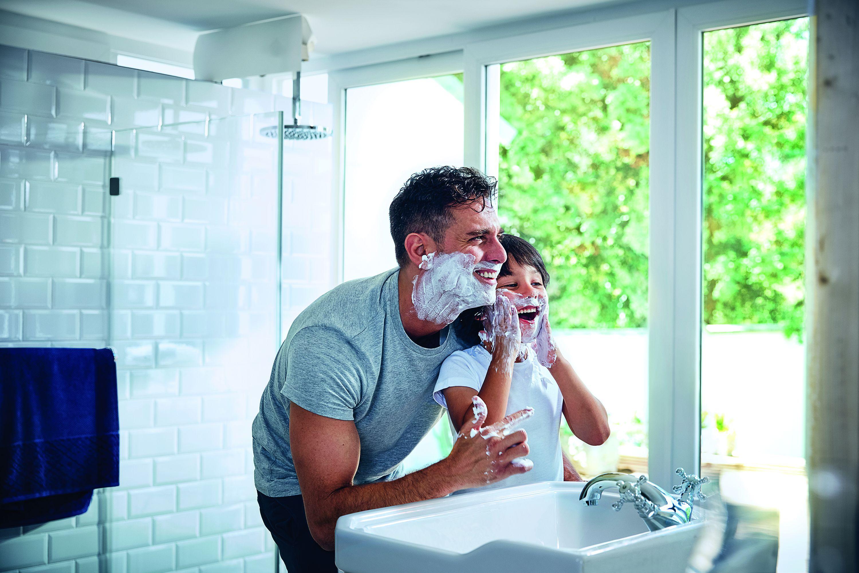 """Skoro 80 % mladića pita tatu kako se brijati, a savjet za prvi """"dejt""""  traži samo njih 11 %"""