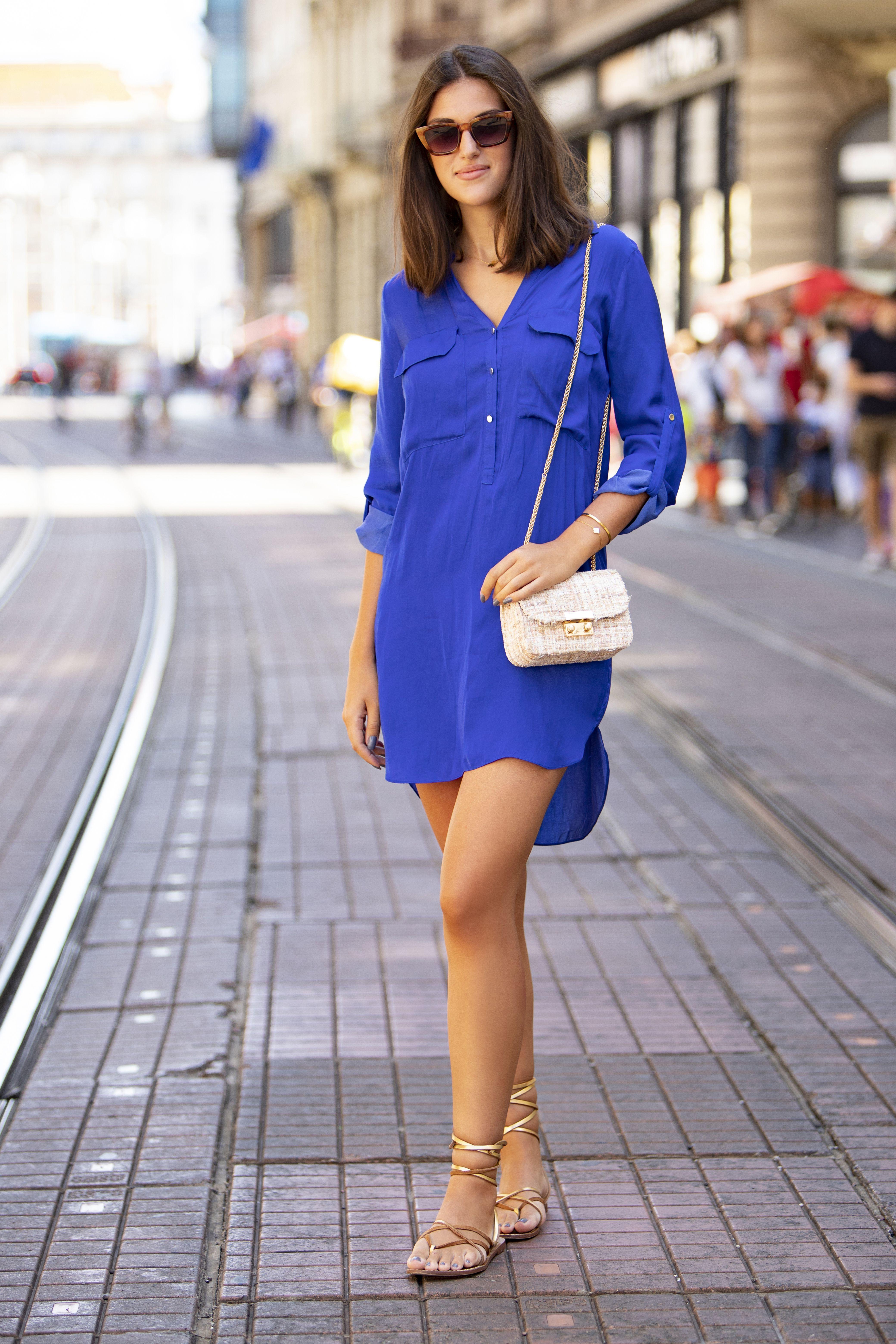 Praktično i chic! Ova prezgodna studentica nosi odličnu košulju-haljinu