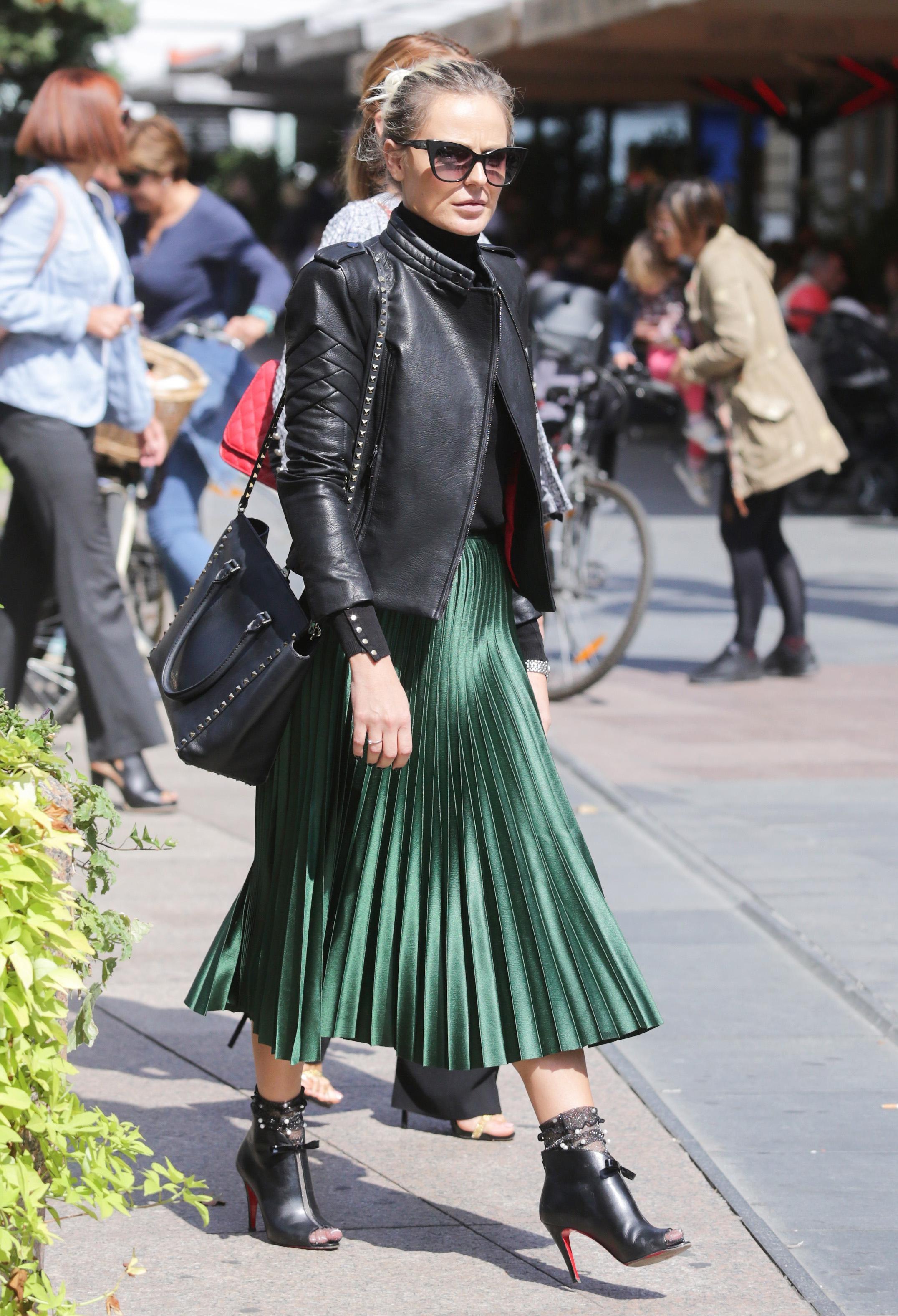 Zgodna dama pokazala kako nositi najtraženiju suknju sezone, a mi znamo gdje je kupiti