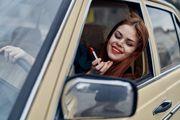 Sponzoruša, kozmetičarka, pijanica, tatina curica... Što ste vi u automobilu?