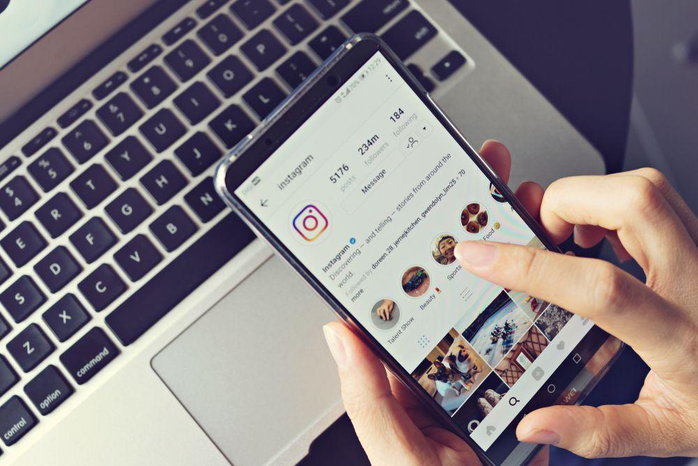 Jednim klikom do željenog komada: Instagram ima novu funkciju koja će oduševiti sve shoppingholičare!