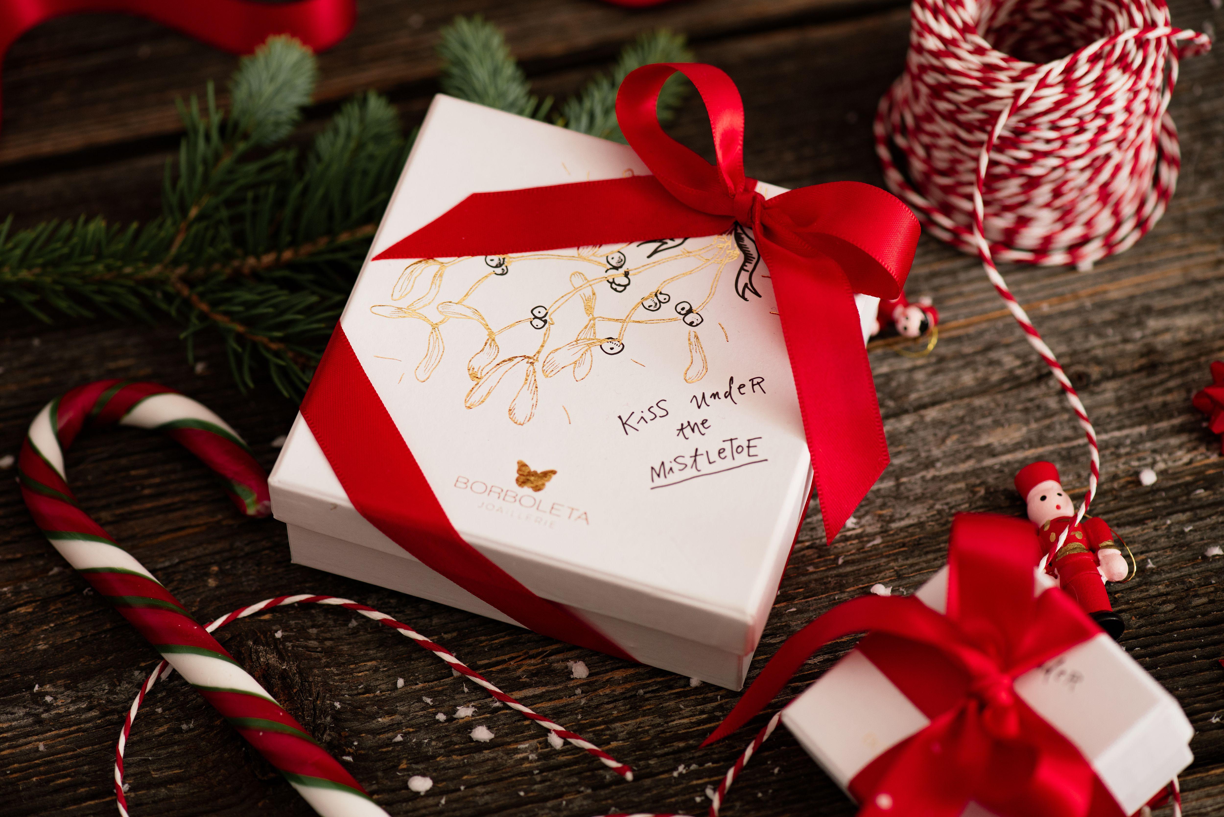 Ne znate što pokloniti za Božić? Doznajte koji je najpoželjniji dar ispod bora!