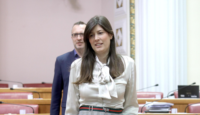 Saborska zastupnica Sonja Čikotić izabrala je divan trudnički styling