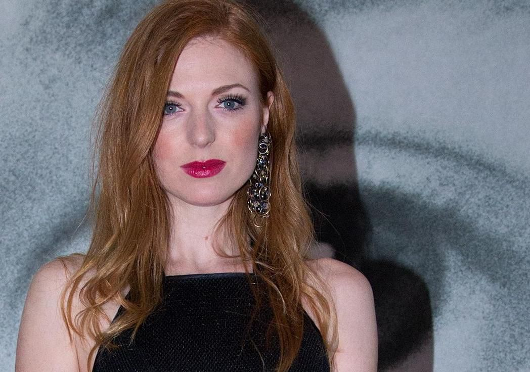 Atraktivna crvenokosa glumica sjajno se snalazi u svim modnim ulogama