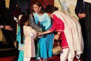 U ovakvom je izdanju još nismo vidjeli! Kate Middleton zablistala je u tradicionalnom pakistanskom izdanju