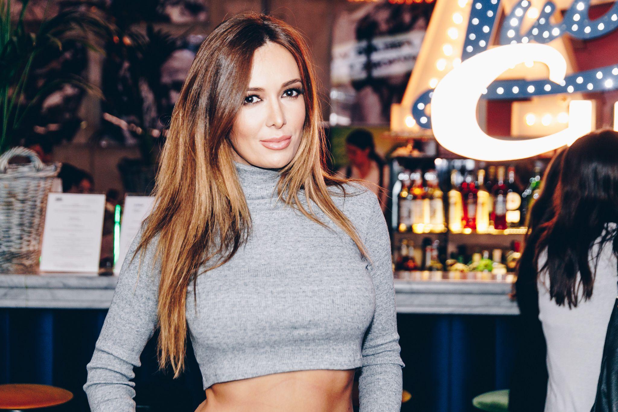 Lidija Bačić nosi najpopularnije hlače sezone, a pokazala je i isklesan trbuh