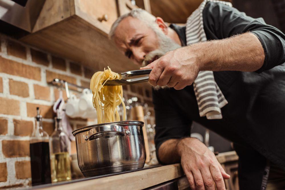 Muškaci bi u kućanskim poslovima što više trebali biti neovisni od žena
