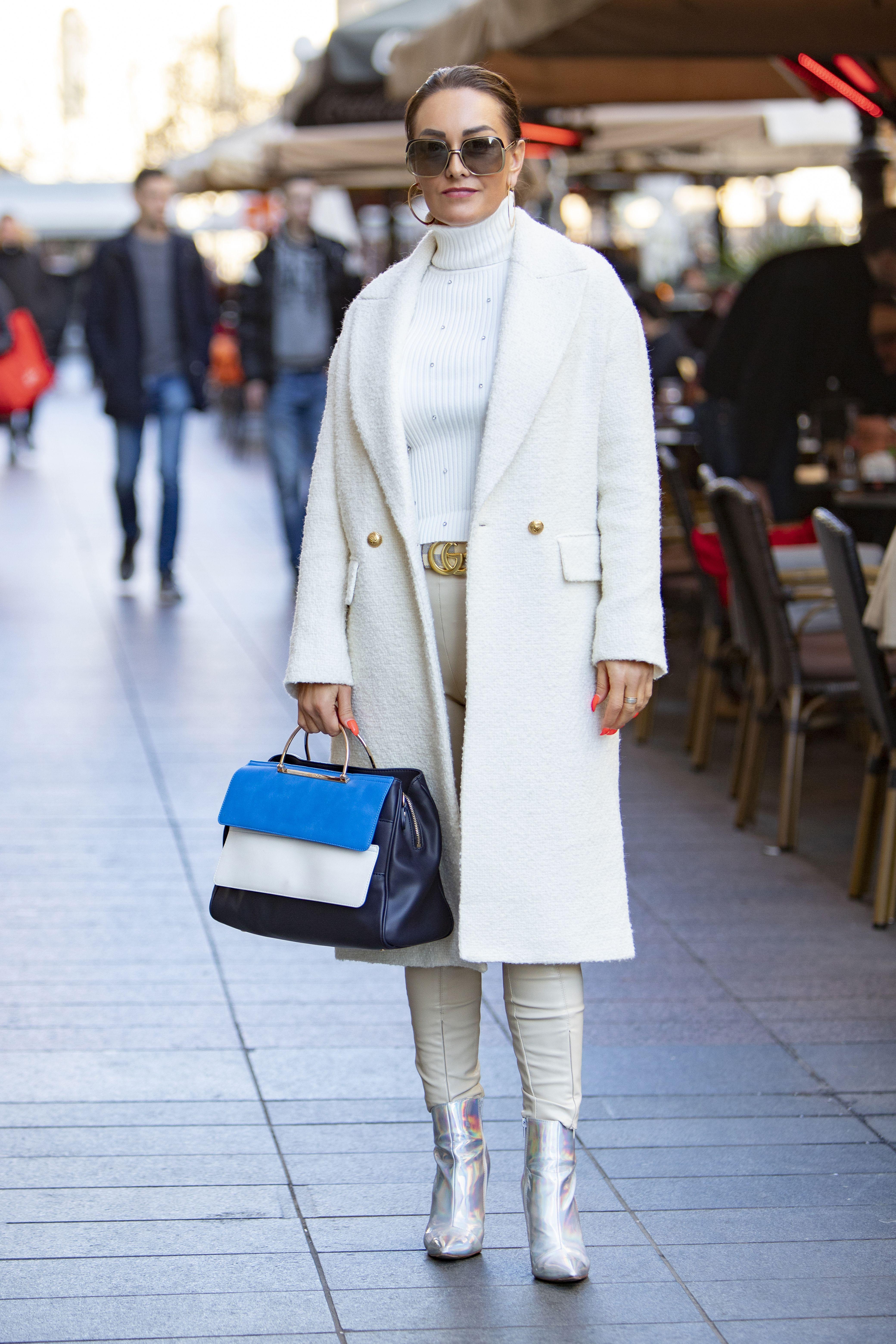 Bijelo od glave do pete zimi izgleda tako dobro, a to je dokazala i zanosna brineta sa špice!