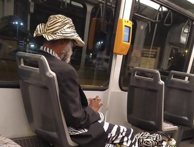 Styling ovog gospodina iz zagrebačkog tramvaja oduševio je internet