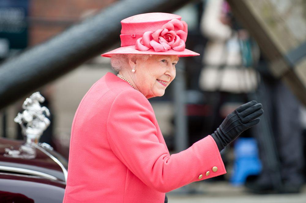 Ako vas je ikada zanimalo kako kraljica Elizabeta II ujutro izabere što će odjenuti, evo odgovora