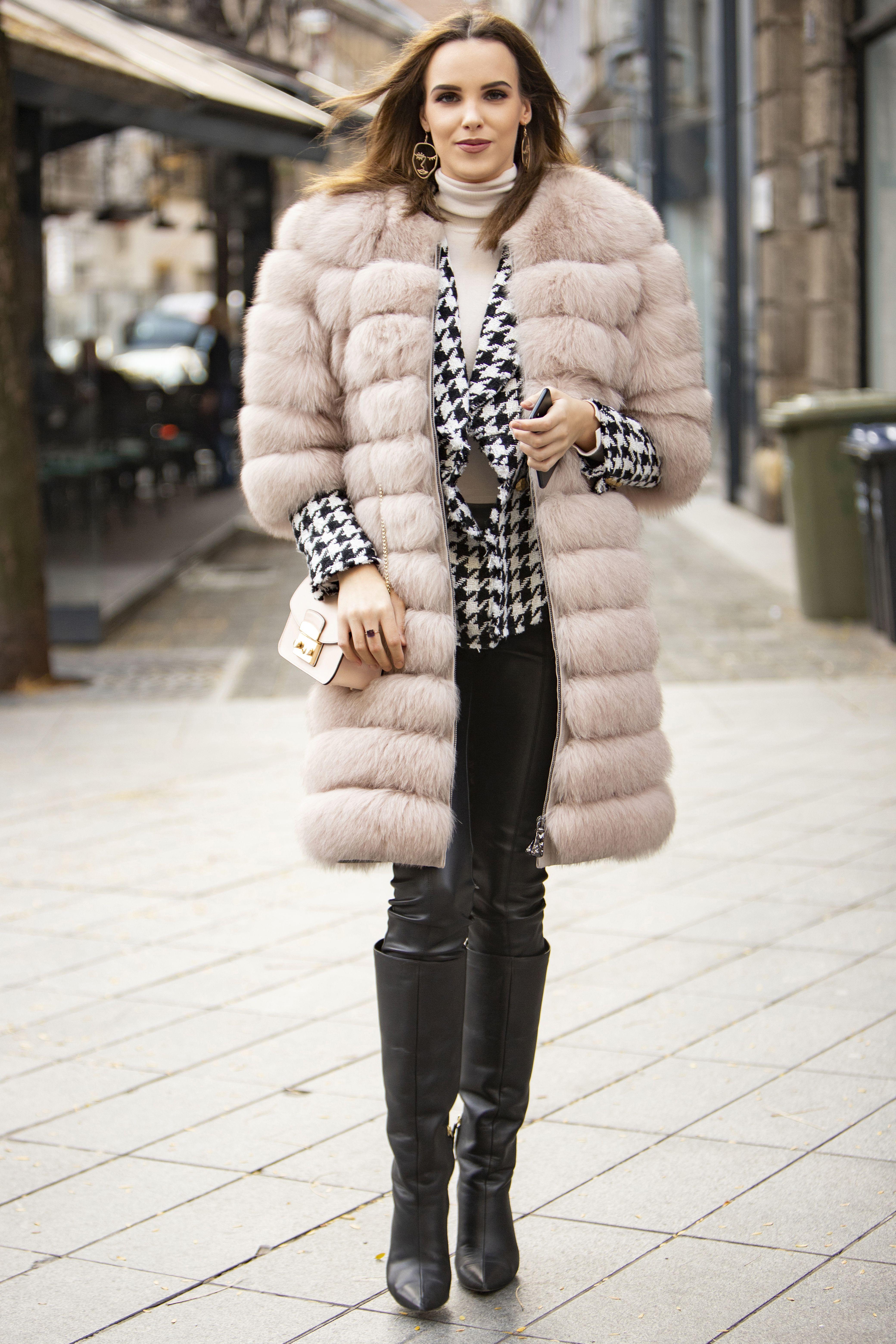 Visoke kožne čizme i krznena bunda: Lijepa vizažistica zna formulu izvrsnog stylinga