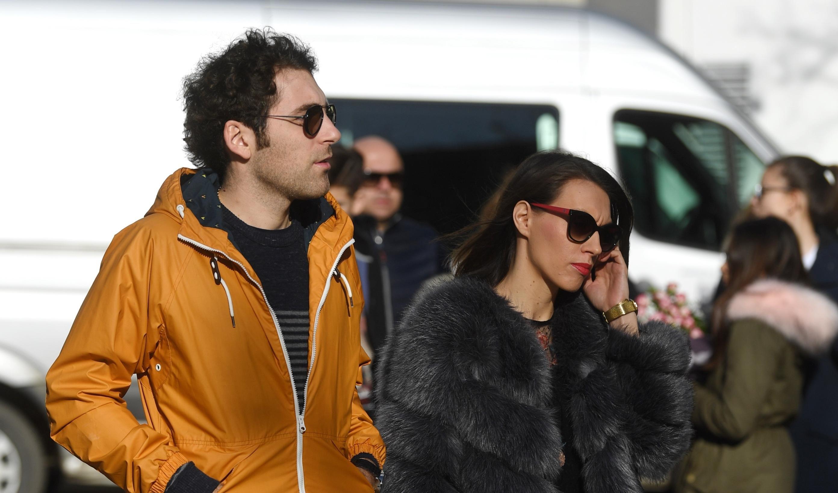 Stylish par: Njene cipele i njegova jakna savršeno su usklađeni