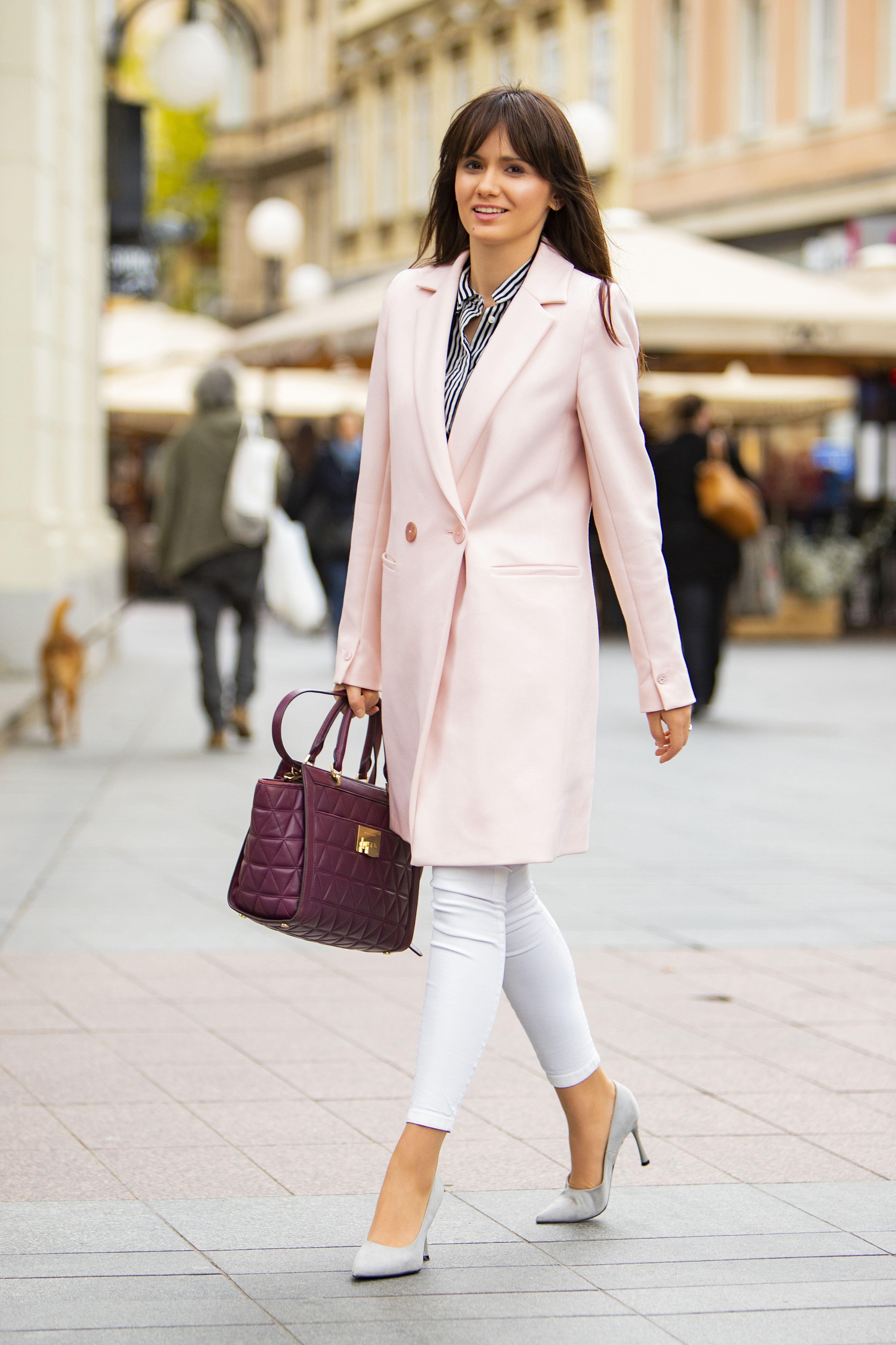 Pravnica u ružičastom: Savršen poslovni styling za proljeće!