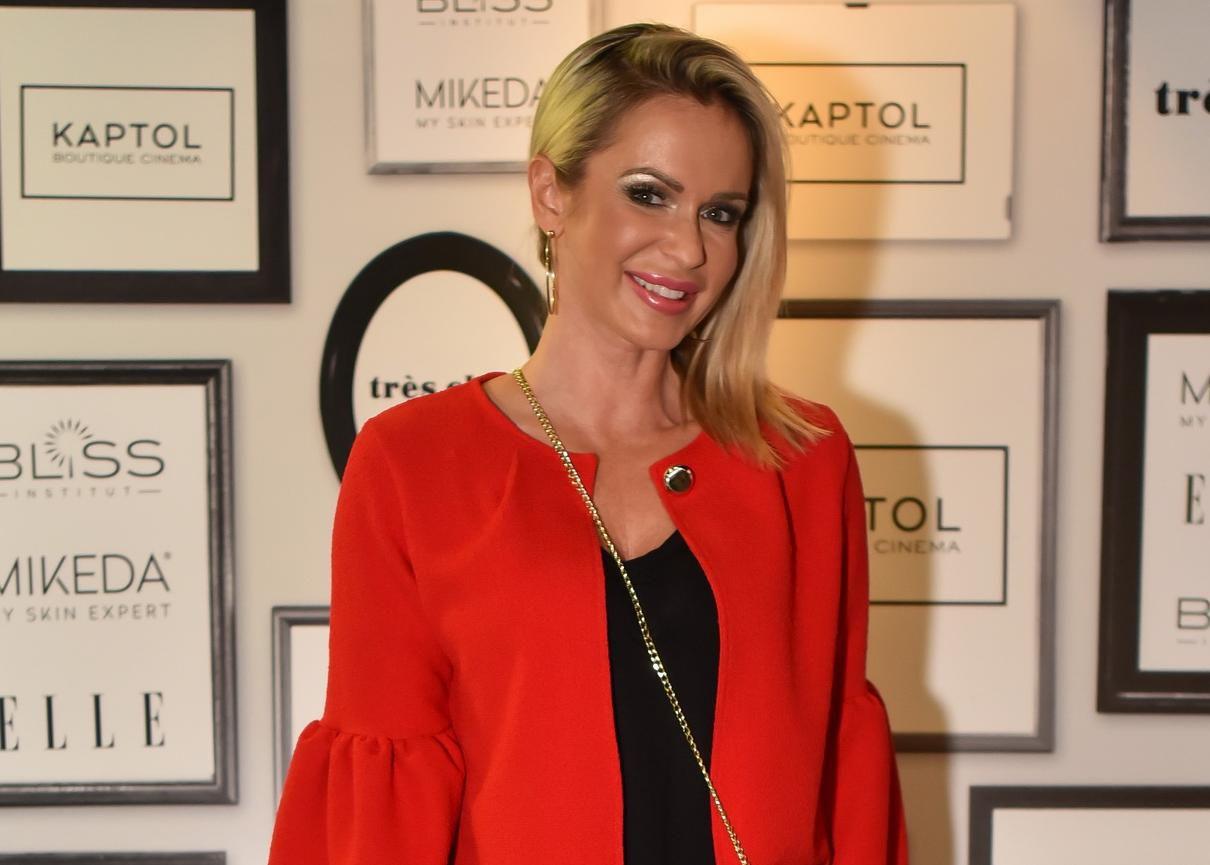 Renata Sopek u tajicama i vatrenoj crvenoj boji na svečanoj premijeri filma