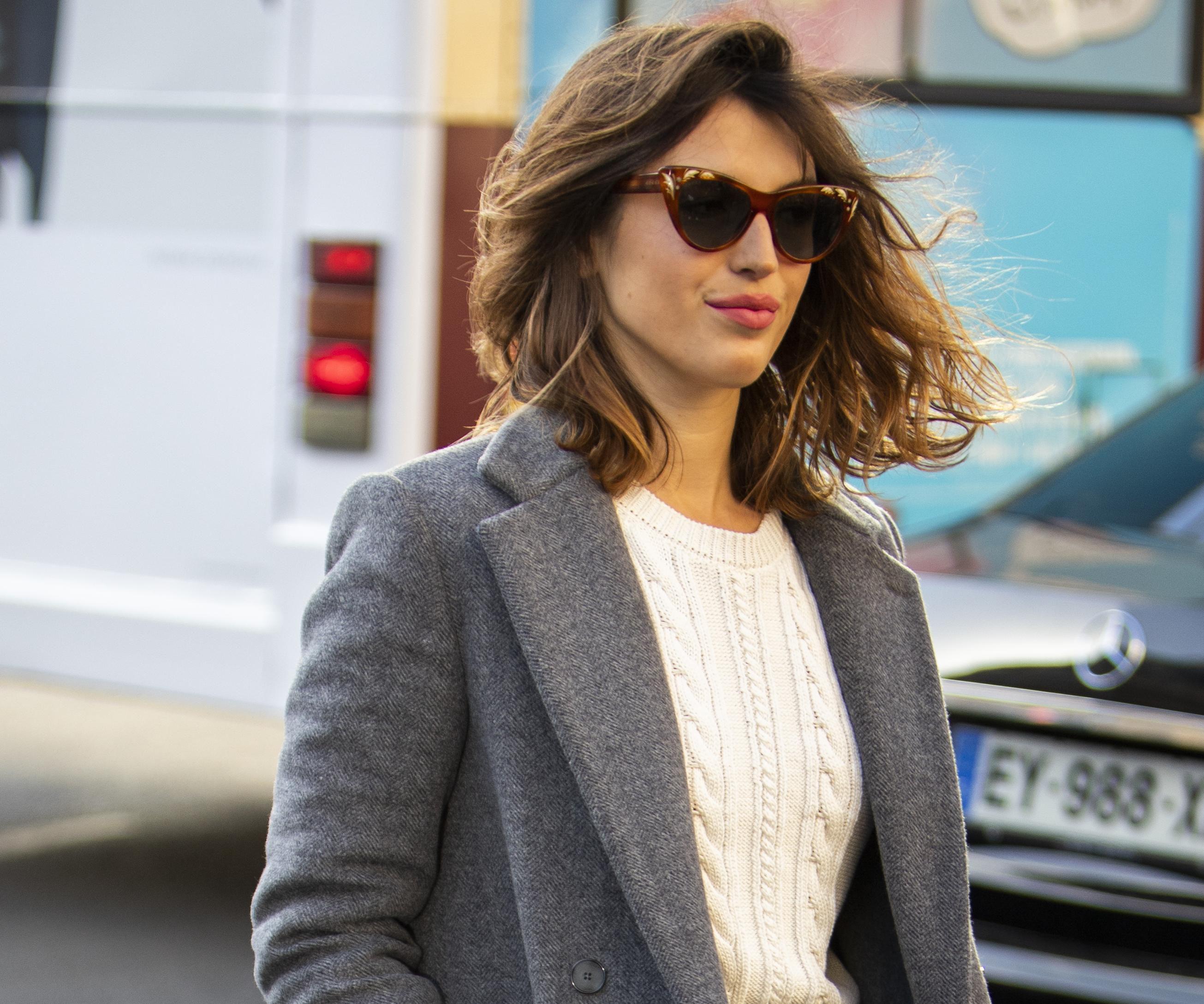 Lijepa trendseterica zna kako izgleda jesenska kombinacija koja nikad neće izaći iz mode