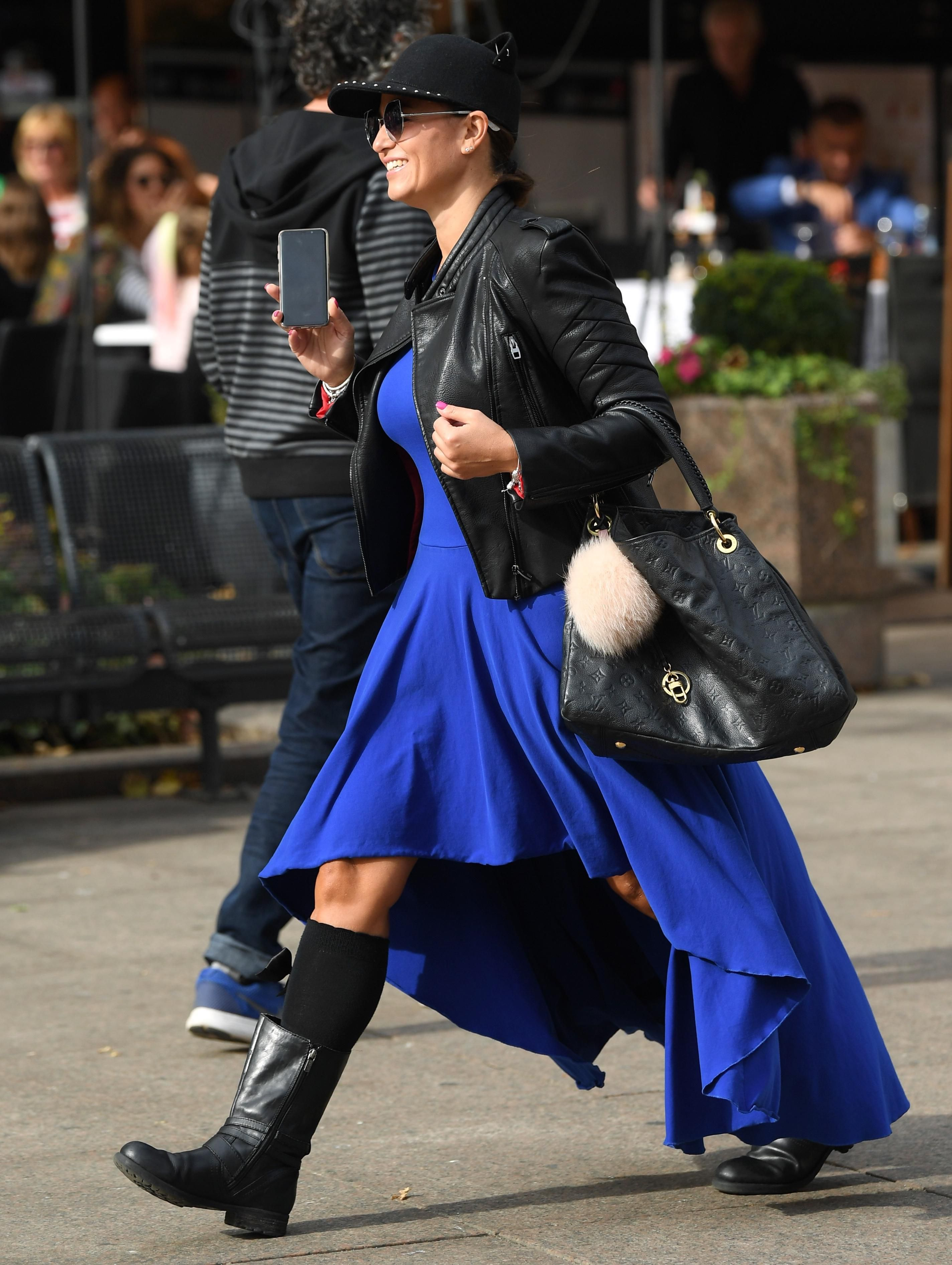 Ljepotica u plavom osvojila špicu: Tko bi se usudio nositi ovako odvažnu kombinaciju poput njezine?