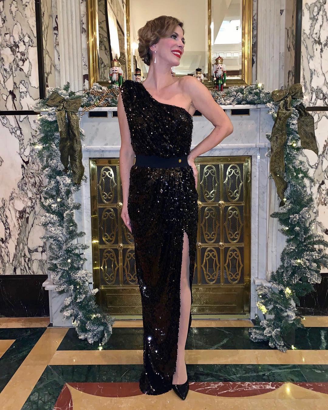 Bojana Gregorić je baš prava kraljica! Pogledajte kako pegla haljinu prije predstave u backstageu