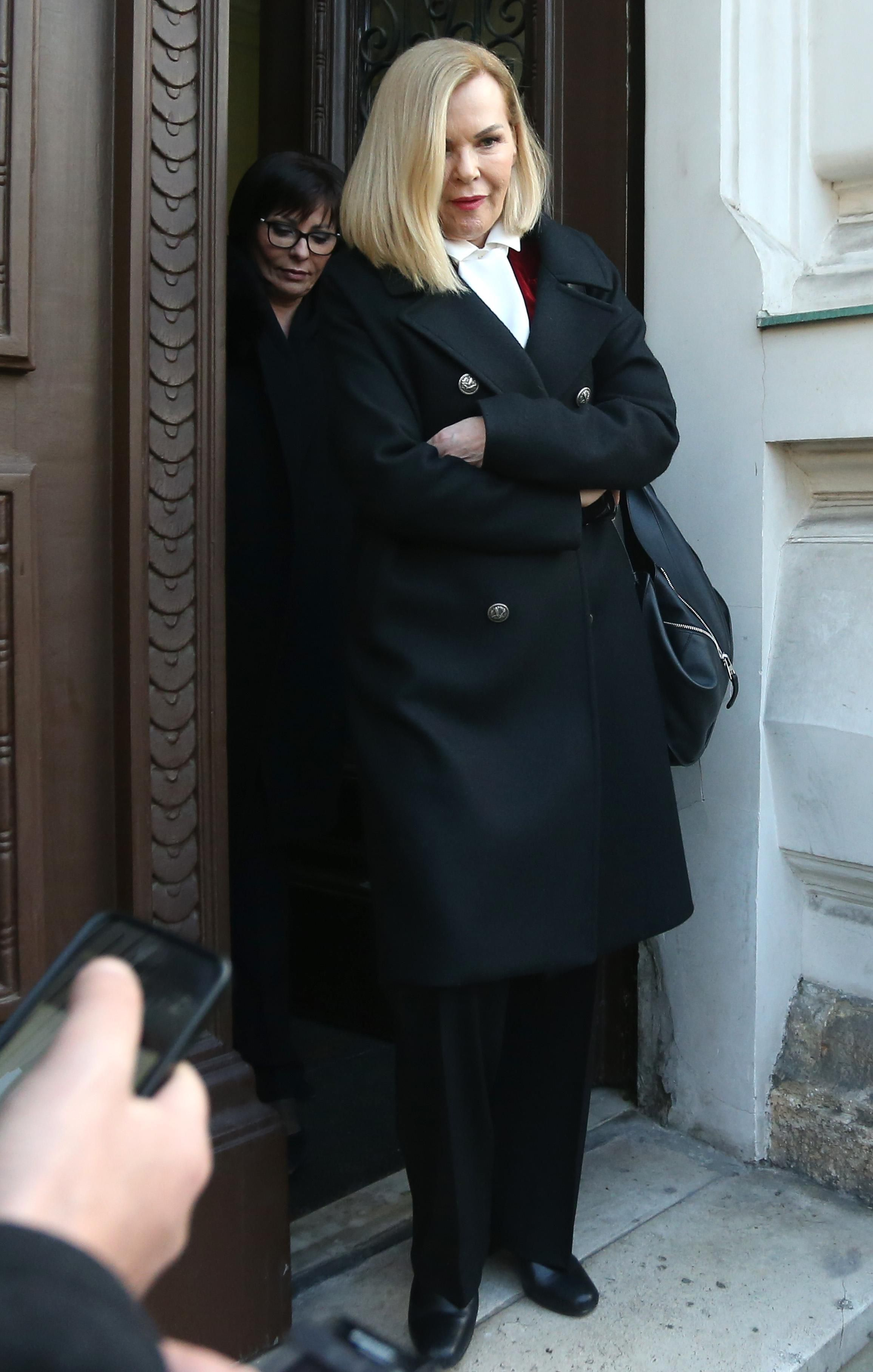 Jadranka Sloković nosi najpopularniji kaput koji nikad ne izlazi iz mode