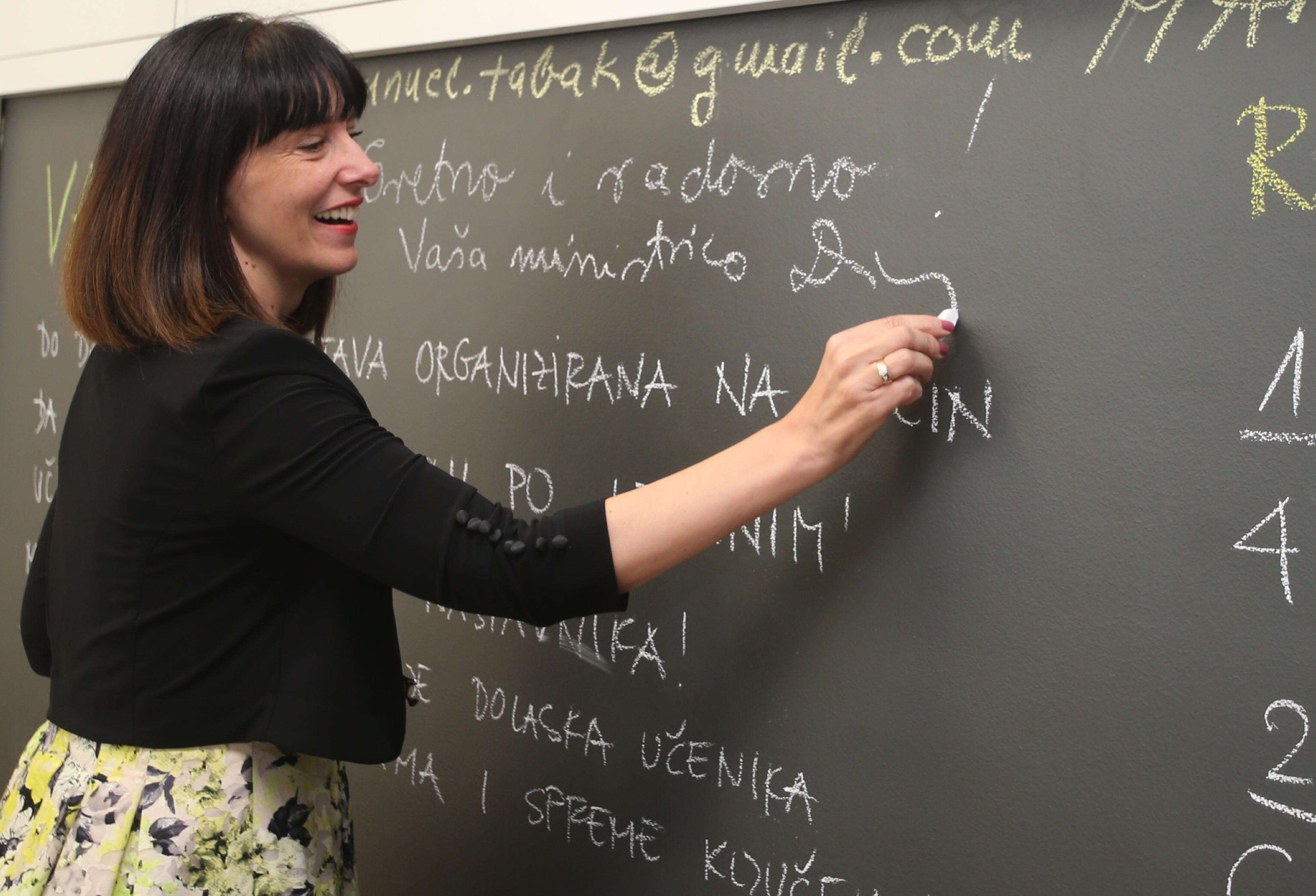 Evo kako se ministrica obrazovanja i znanosti odjenula za prvi dan škole