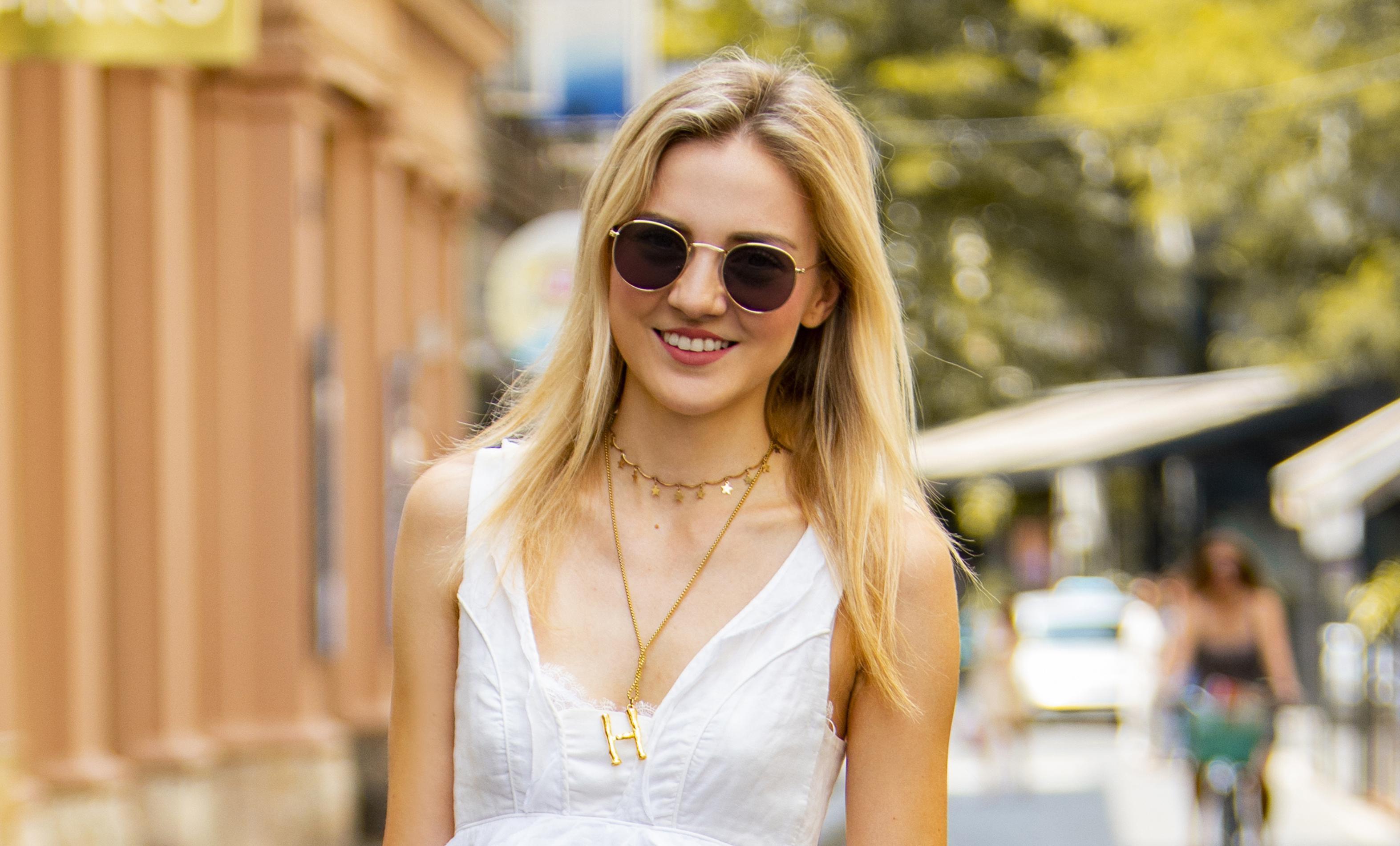 Njoj mala bijela haljina tako dobro pristaje: Sa samo tri komada napravila je savršen outfit