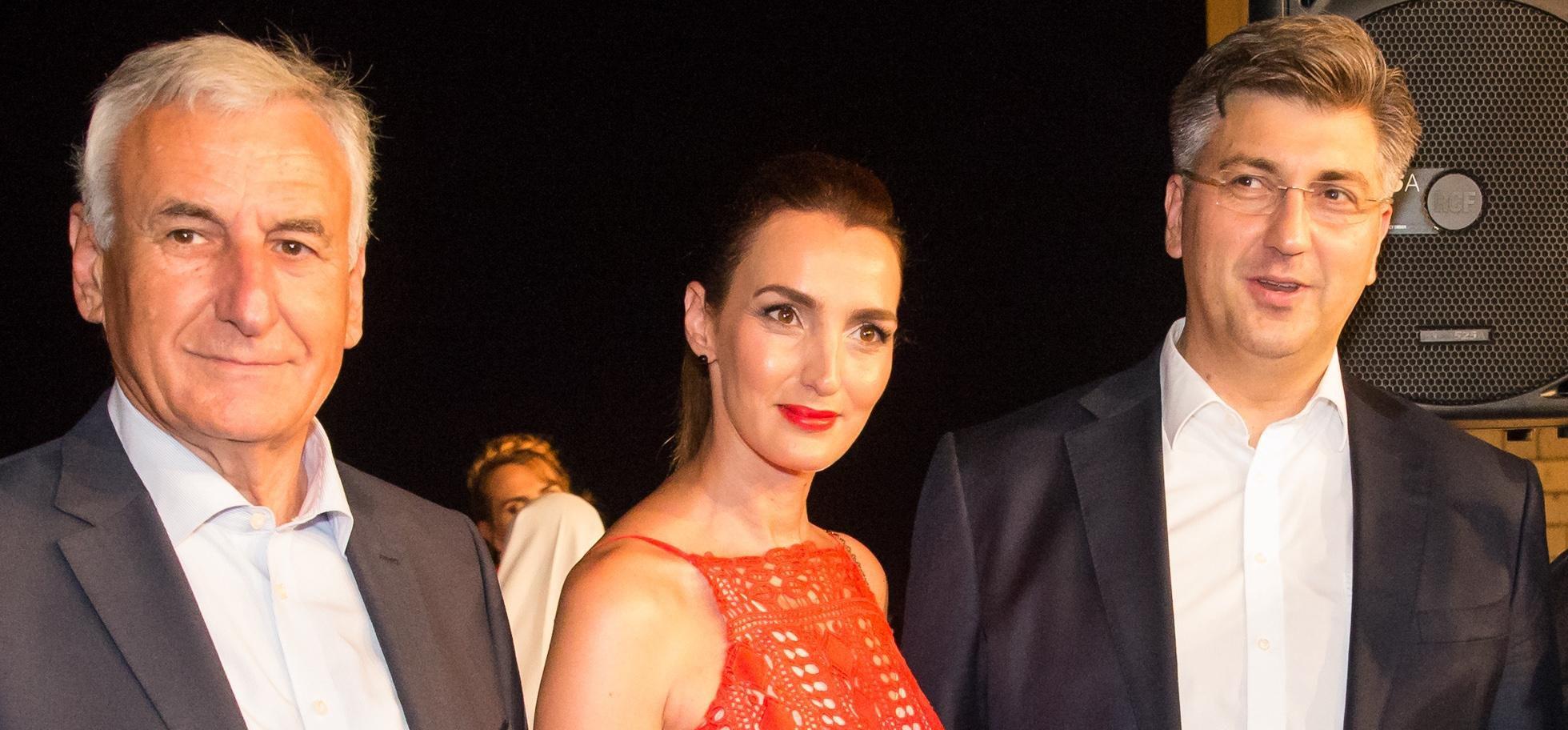 HDZ-ova političarka plijenila poglede u atraktivnoj crvenoj haljini