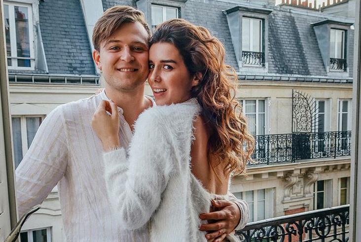 Profil koji će vas oduševiti i zabaviti: Ovaj se par svaki dan sredi i pleše na balkonu