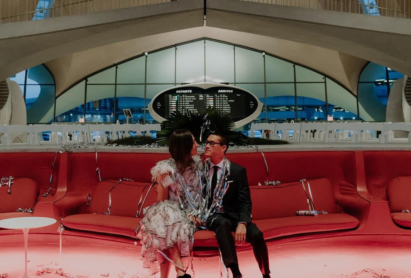 Upoznali su se na aerodromu pa se tamo i vjenčali: 'Pretvorili smo avion u mali disko i plesali do jutra'