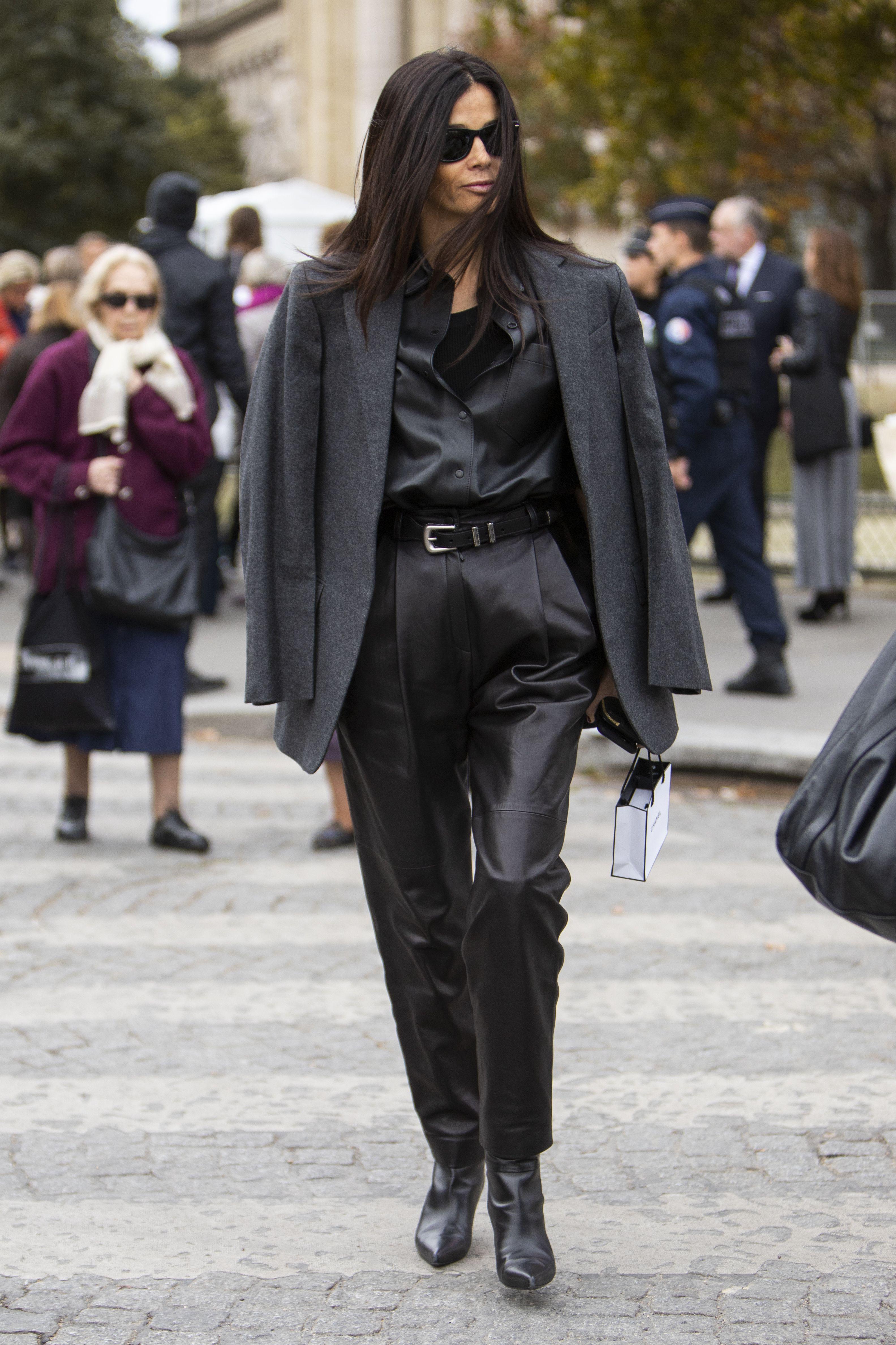 Crno od glave do pete dugo nije izgledalo tako dobro kao na ovoj modnoj konzultantici