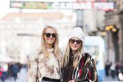 Stylish duo: Ljepotice prošetale gradom u odličnim bundama!