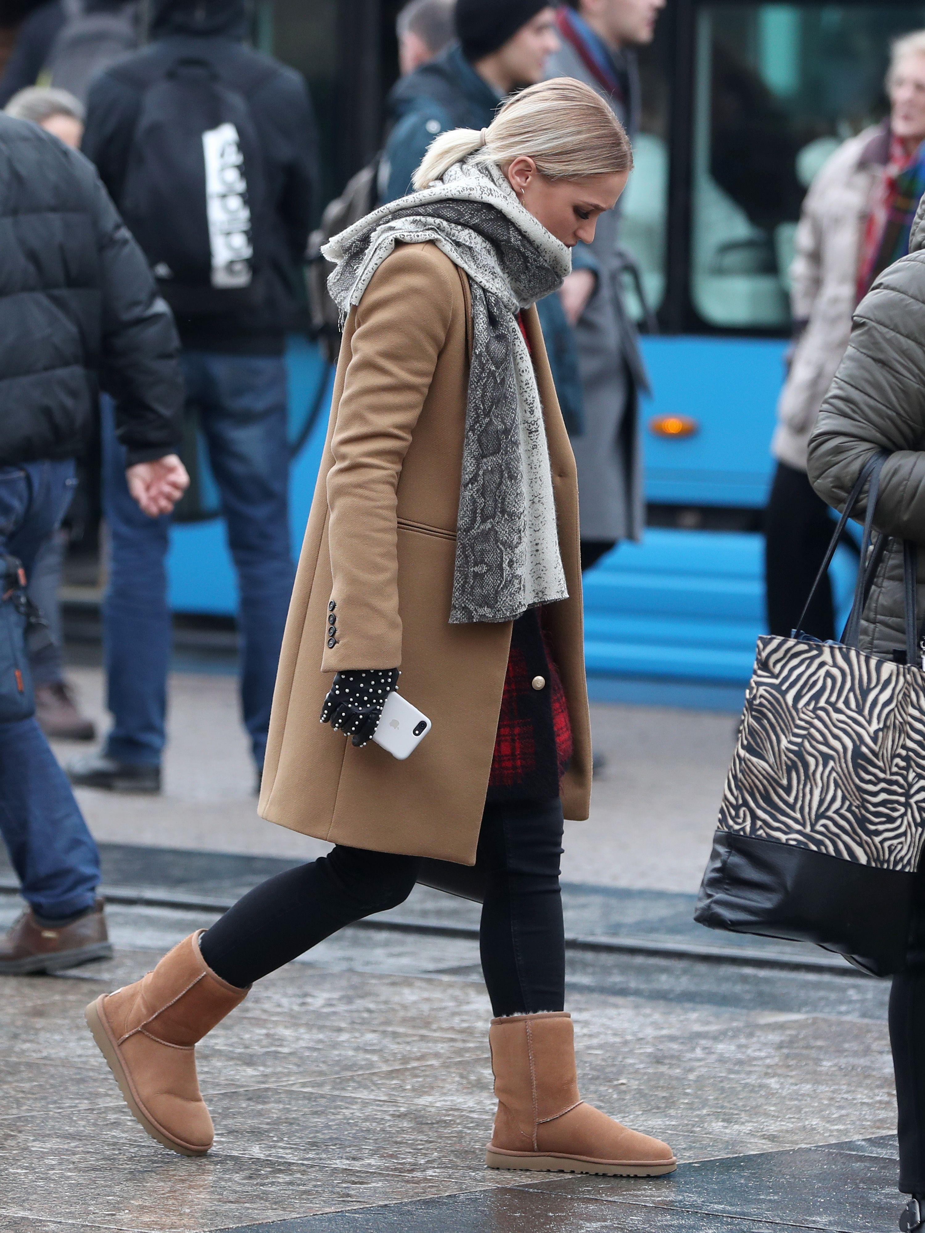 Zgodna plavuša pokazala je da ove omražene čizme očito baš nikad neće izaći iz mode
