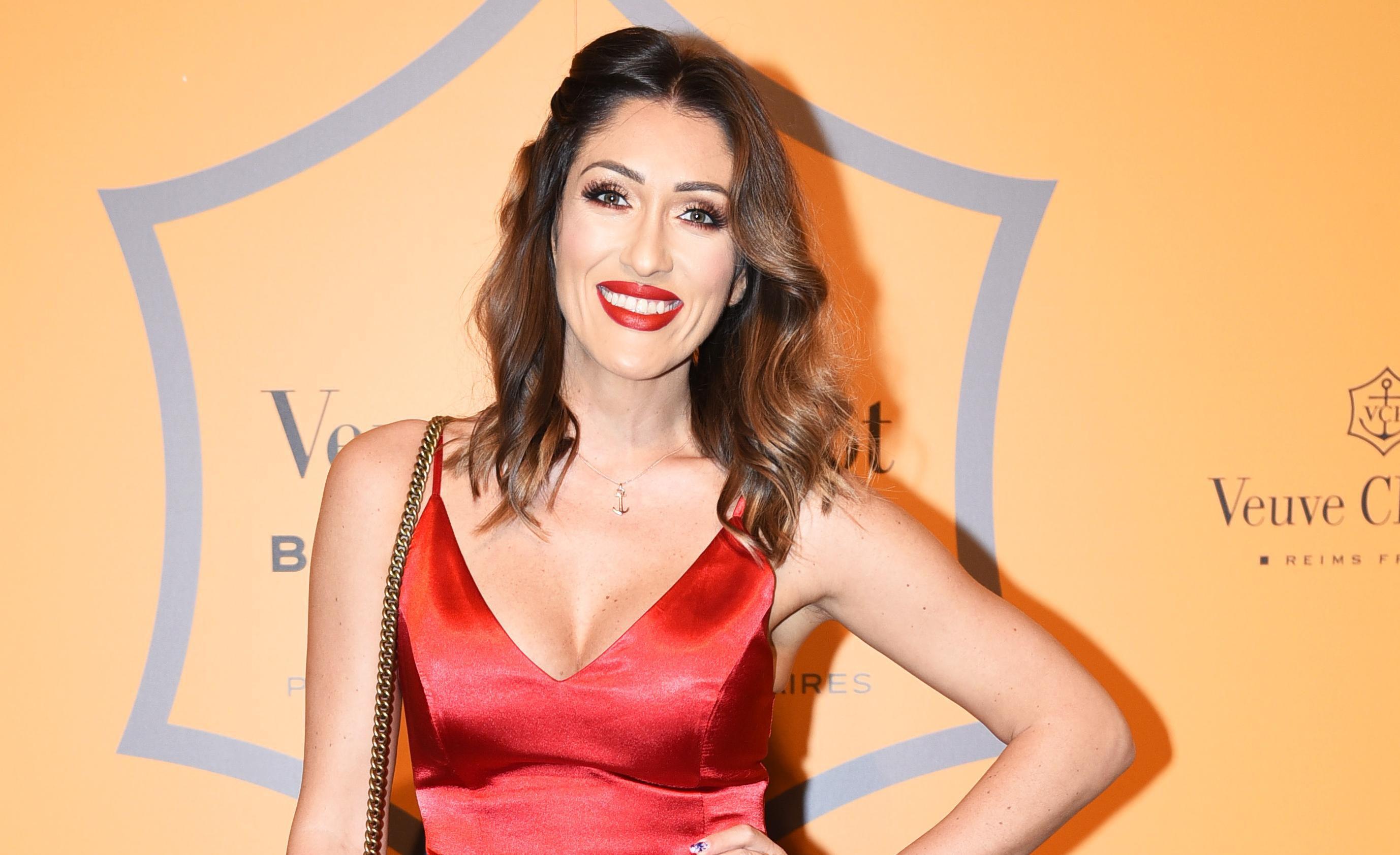Hana Hadžiavdagić: Mini crvena haljina i raskošan dekolte privukli sve poglede