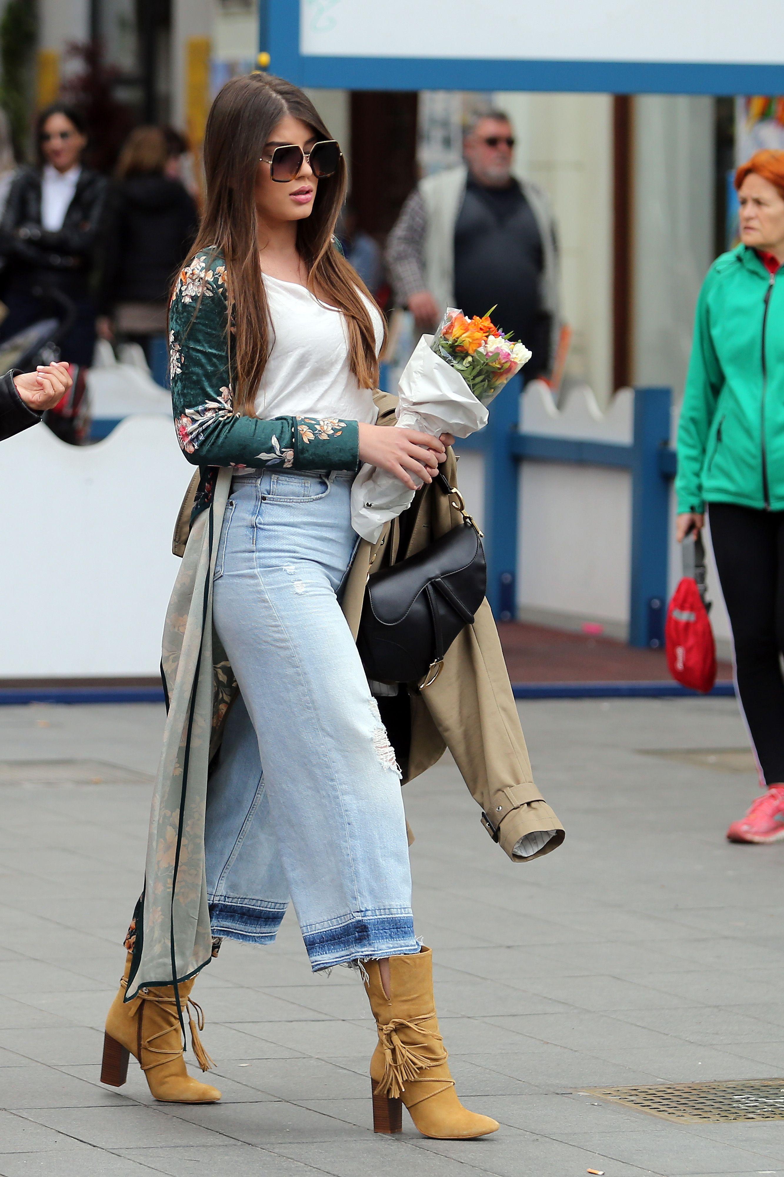 Ne može baš svatko isfurati ovaj model traperica tako dobro kao ova ljepotica