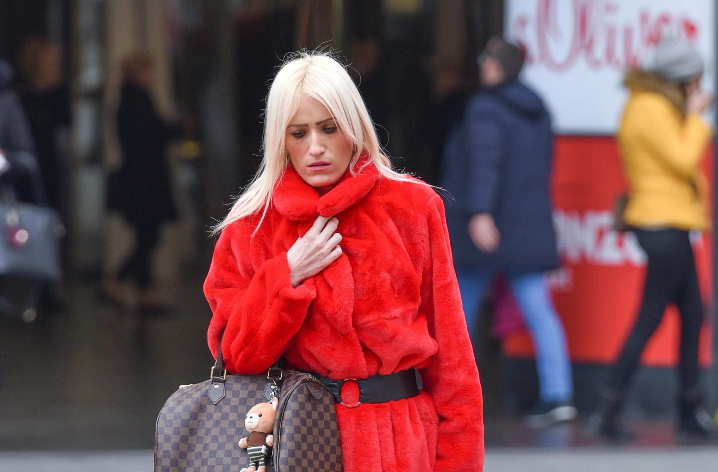 Plavokosa dama s Cvjetnog u crvenoj krznenoj bundi ukrala je svu pozornost