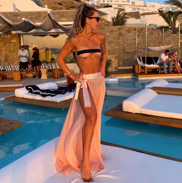 Novi trend na plažama? Prozirni bikini s 'trakom za cenzuru' bradavica!