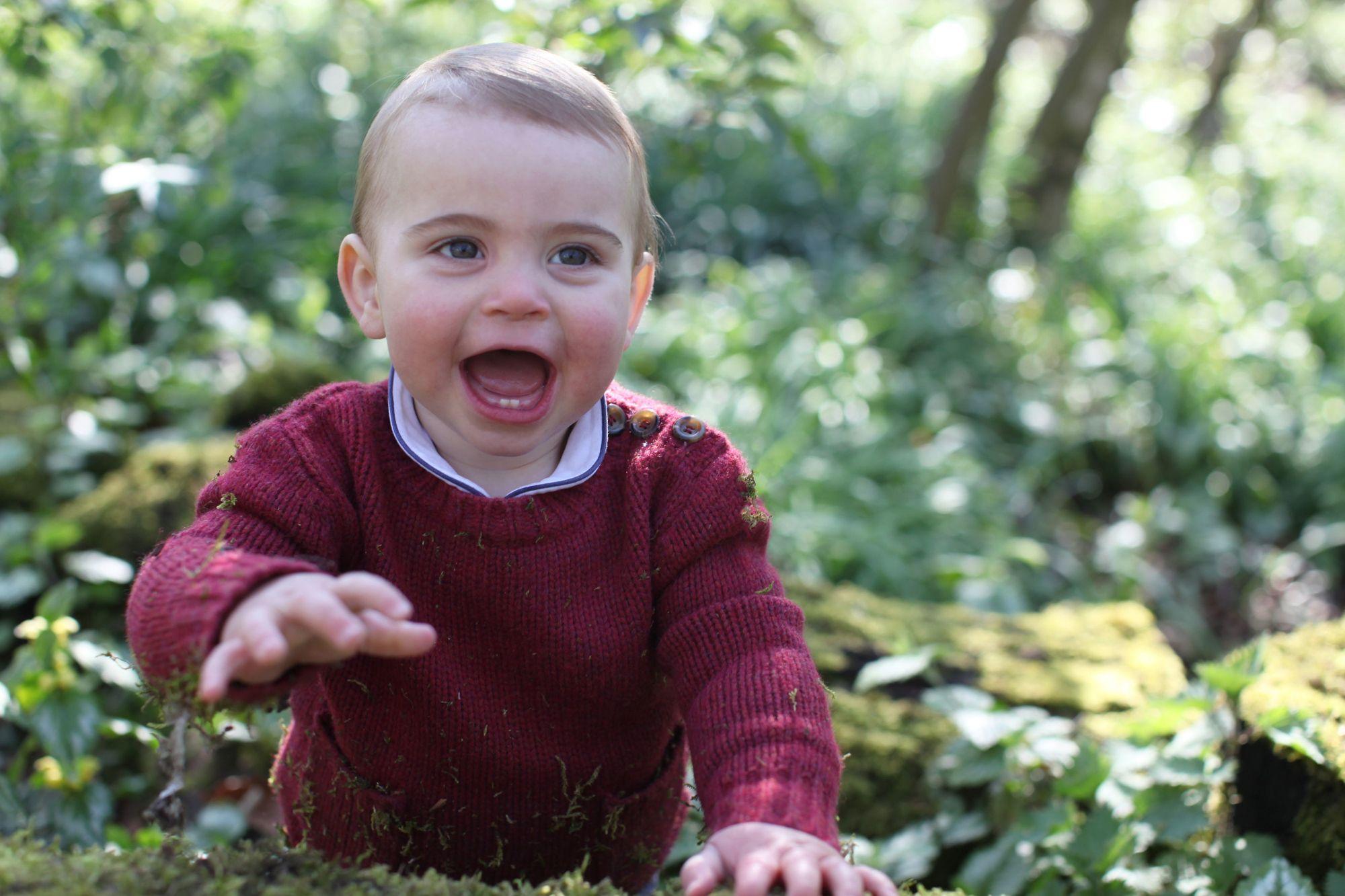 Princ Louis slavi prvi rođendan i za tu prigodu mama Kate ga je fotografirala: Pogledajte fotke!