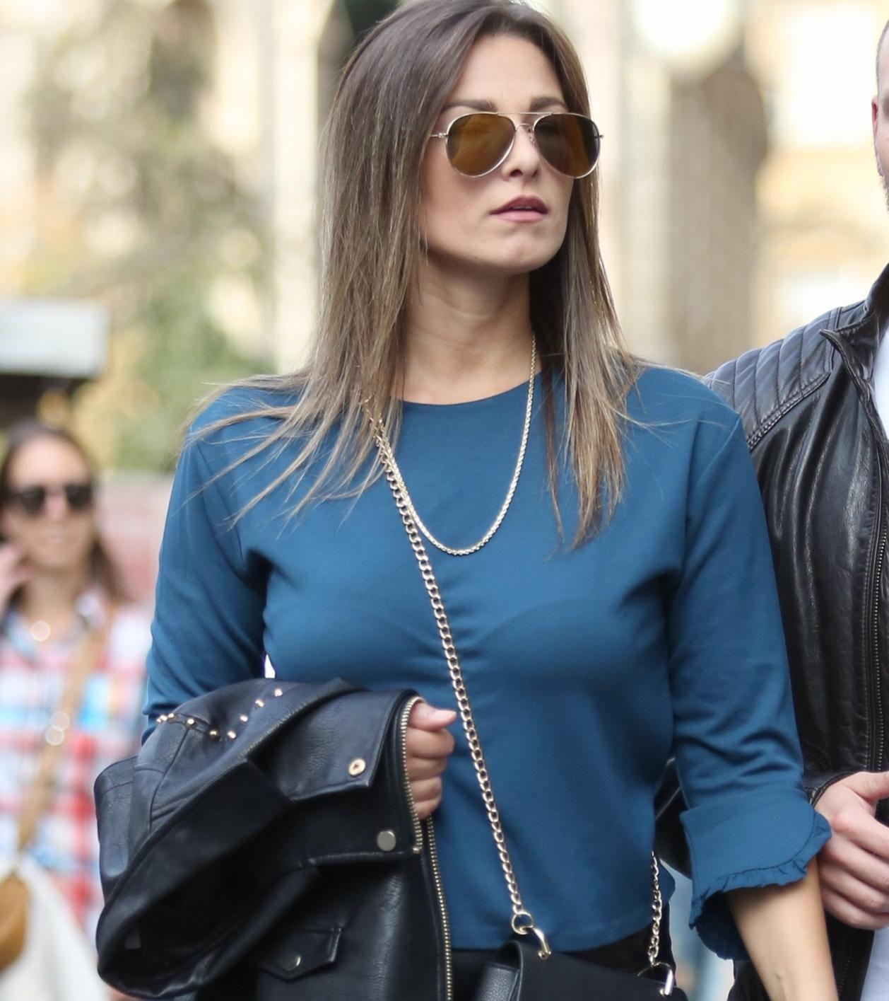 Ona zna kako kožnu suknju nositi i u dnevnim prigodama, a pritom izgledati fantastično