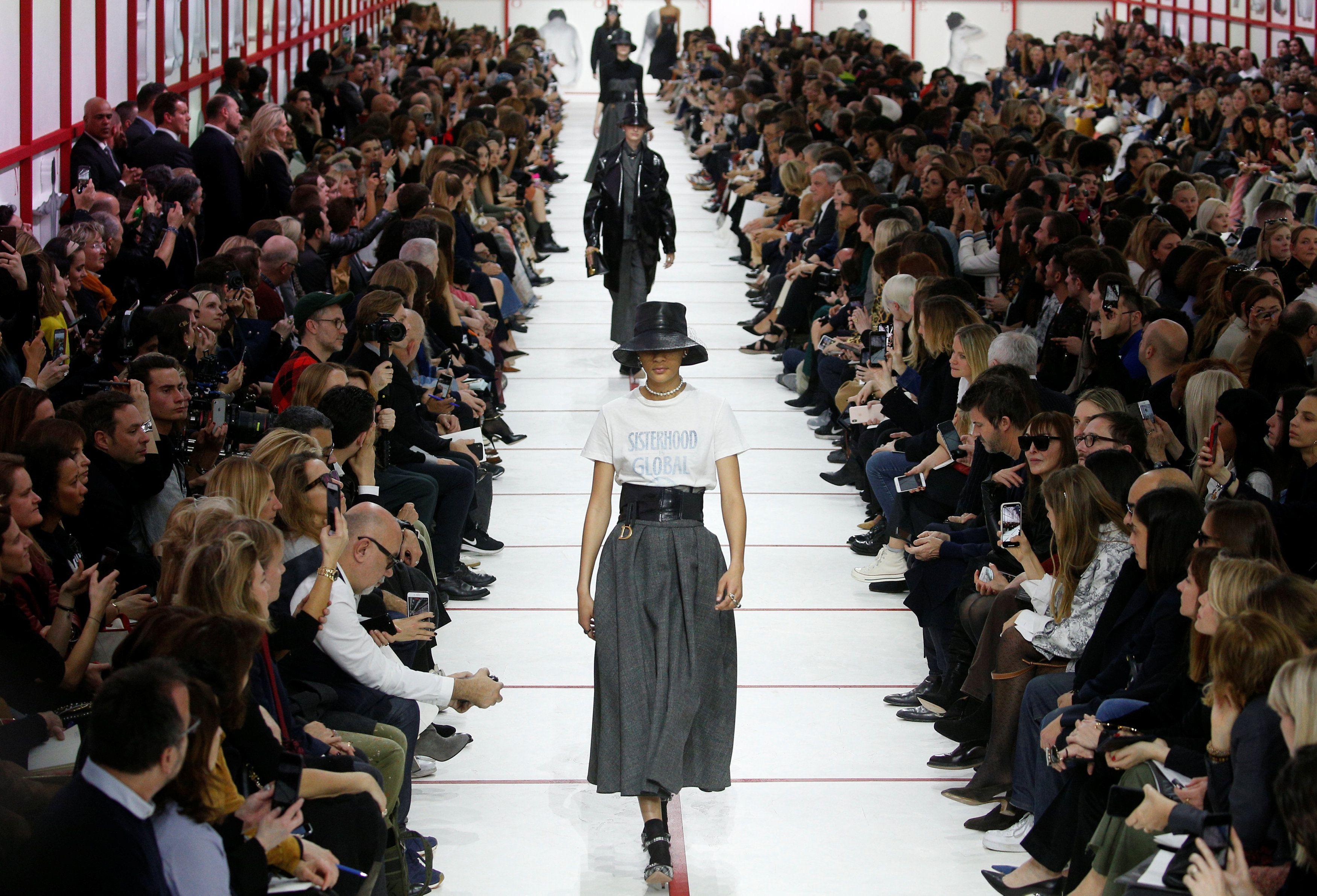 Nakon prošlogodišnjeg hita, Dior ima novu majicu s natpisom za kojem će trendseterice poludjeti!