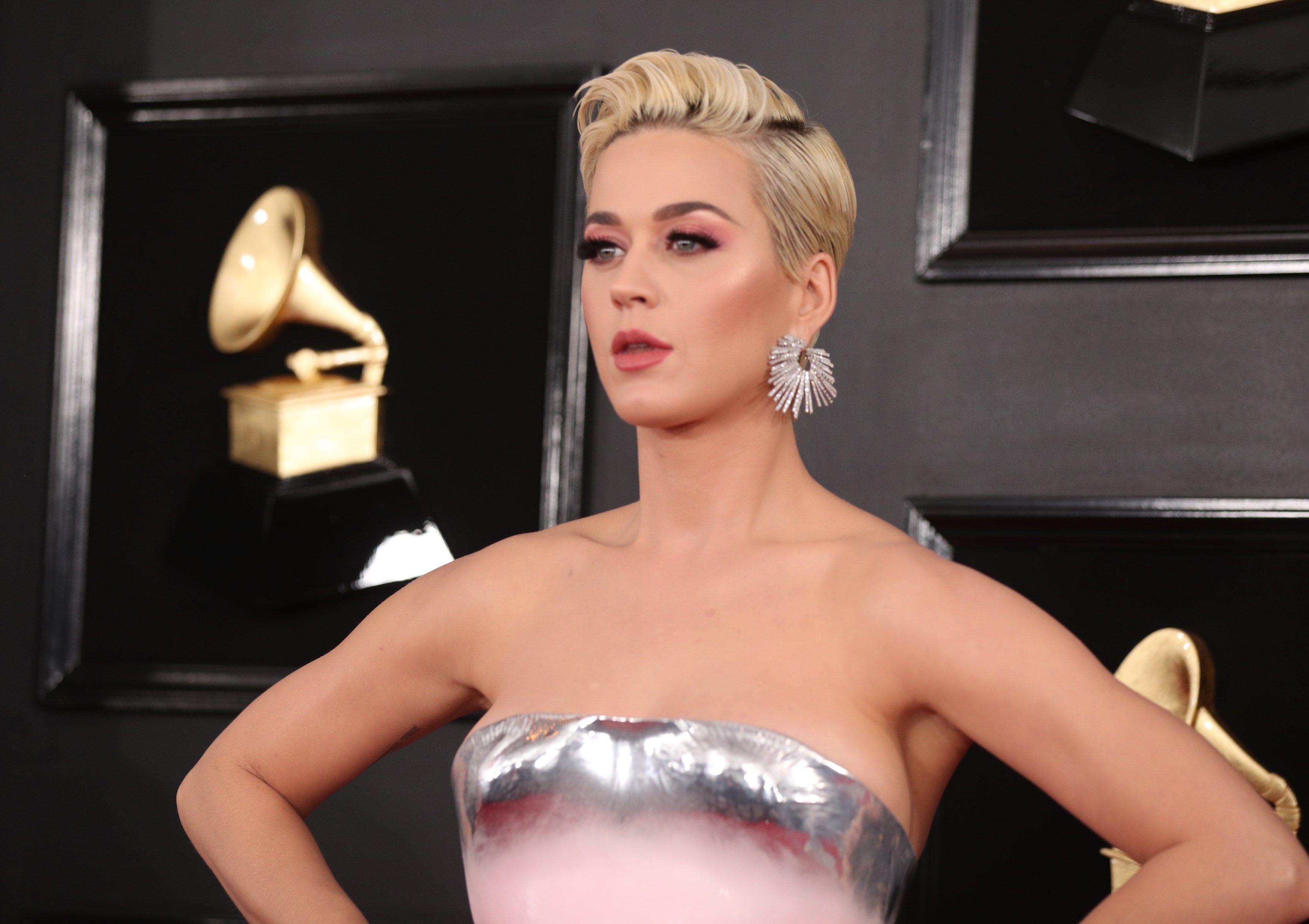 """Zahvaljujući """"puf"""" haljini, Katy Perry se u rekordnom roku našla na listi najgore odjevenih na Grammyjima"""