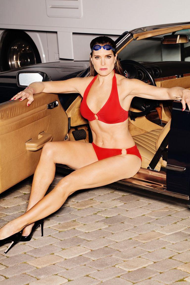 Atraktivna i u 52.: Brooke Shields oduzima dah u crvenom bikiniju koji joj pristaje fantastično